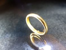 22ct Hallmarked wedding band total weight approx 3.4g