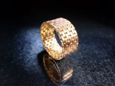 Gold link ring, no hallmarks but tests as high Ct.