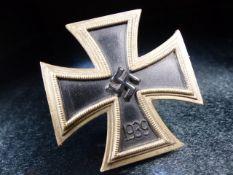 Nazi WWII medal Swastika emblem 1939