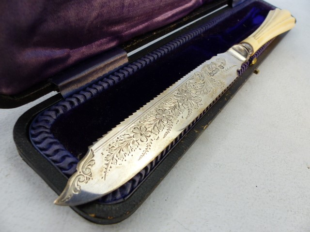 Lot 12 - Hallmarked Silver serving knife by Cooper Brothers & Sons Ltd and sold by Breton & Sons Cork Ireland
