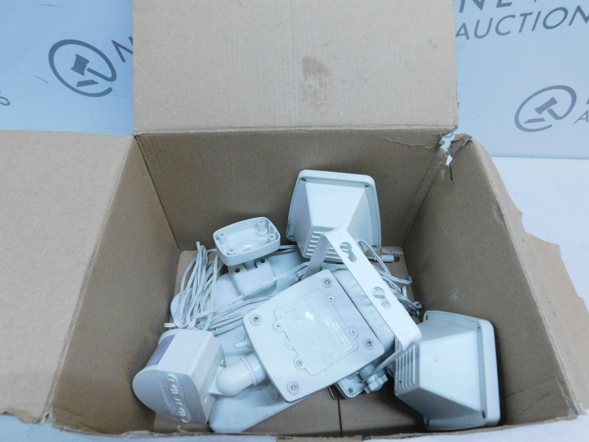 Lot 39 - 1 BOXED SUNFORCE 150 LED TRIPLE HEAD SOLAR MOTION ACTIVATED LIGHT RRP £119.99