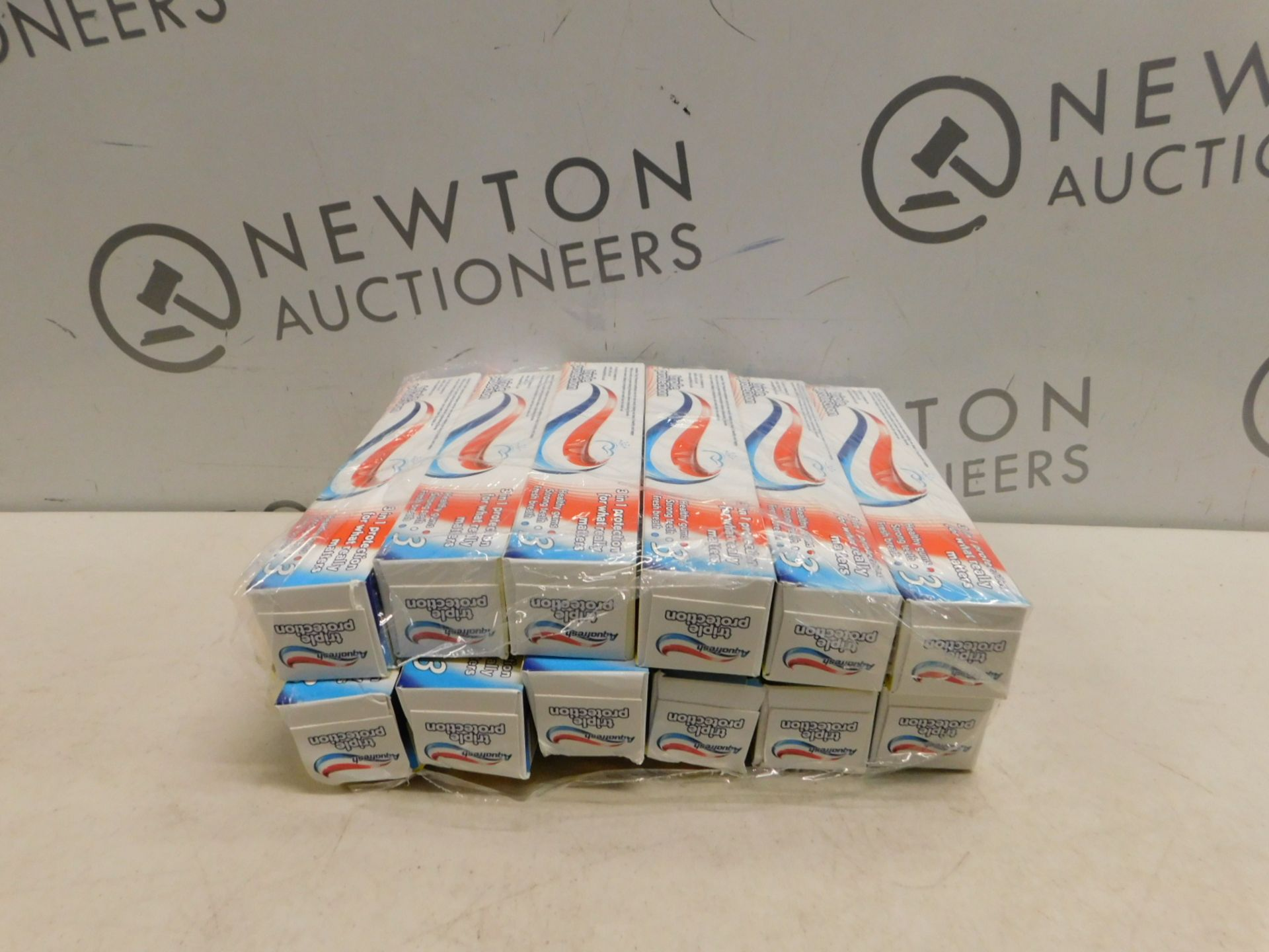 Lotto 529 - 12 BOXES OF AQUAFRESH TRIPLE PROTECTION TOOTHPASTE 125ML RRP £22.99