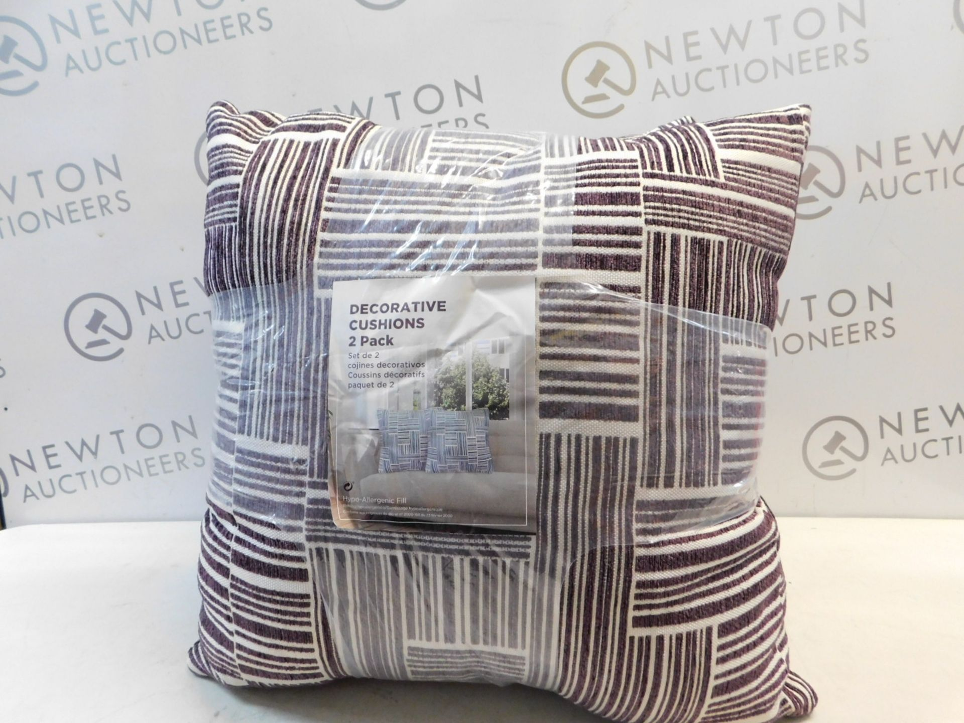 Lot 57 - 1 PAIR OF ARLEE HOME FASHION PATTERNED CUSHIONS RRP £39.99