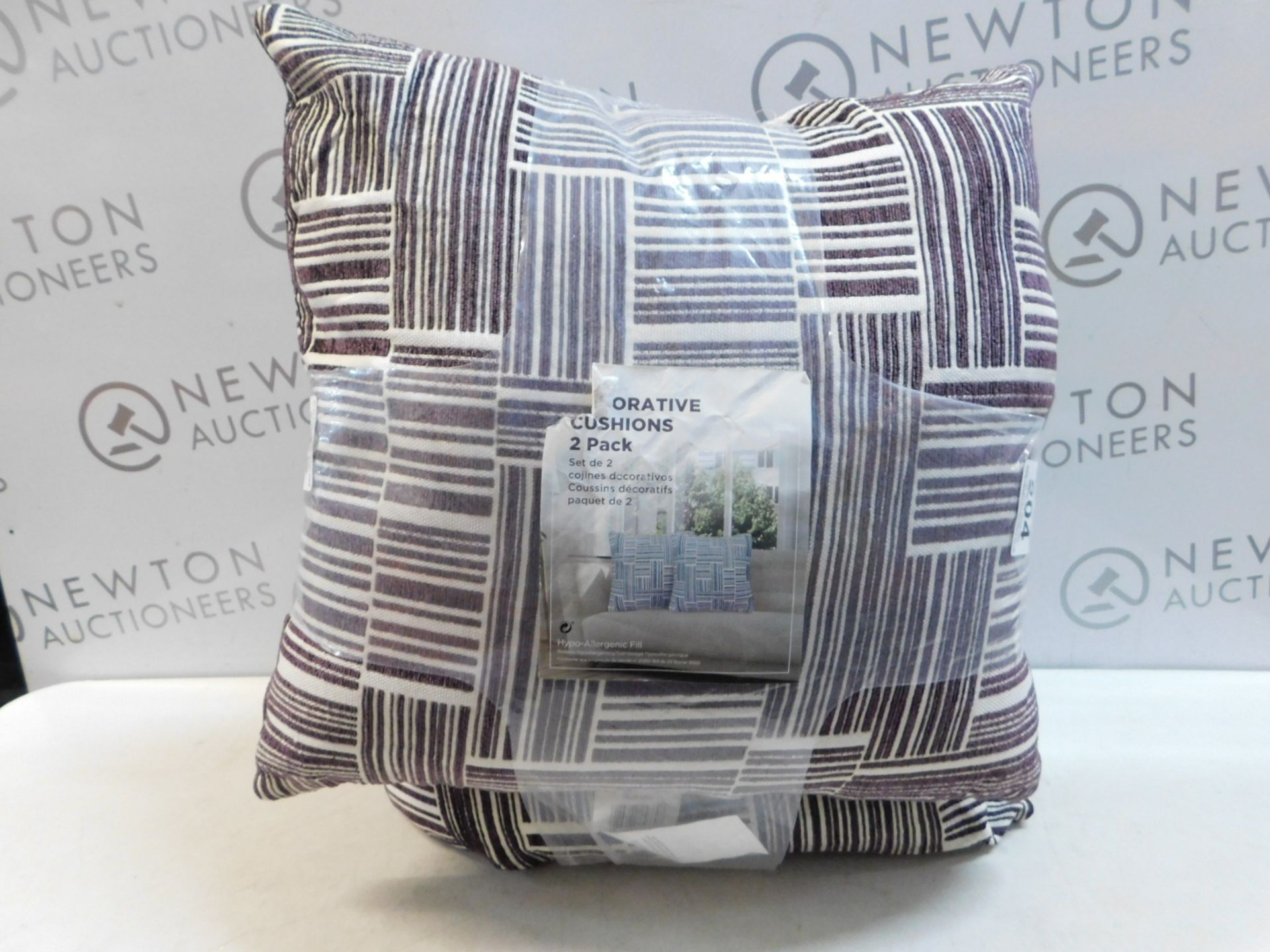Lot 117 - 1 PAIR OF ARLEE HOME FASHION PATTERNED CUSHIONS RRP £39.99