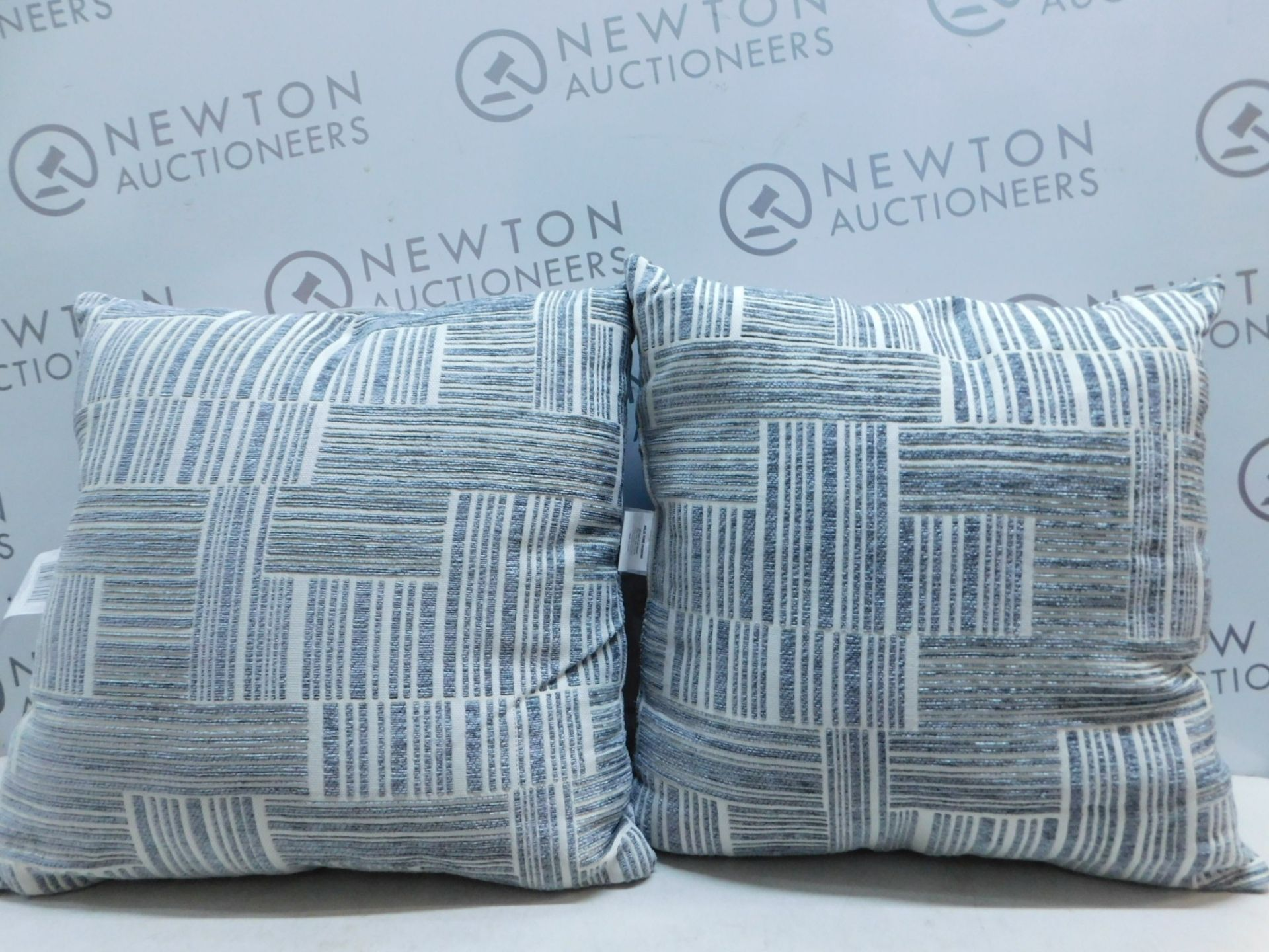 Lot 3 - 1 PAIR OF ARLEE HOME FASHION PATTERNED CUSHIONS RRP £39.99