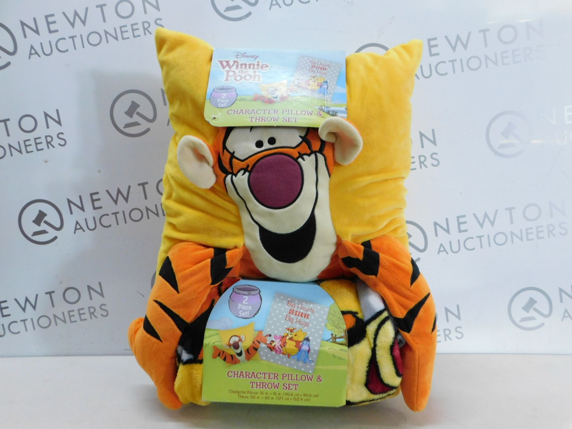 Lot 299 - 1 BRAND NEW PACK OF WINNIE THE POOH CHARACTER PILLOW & THROW SET RRP £39.99