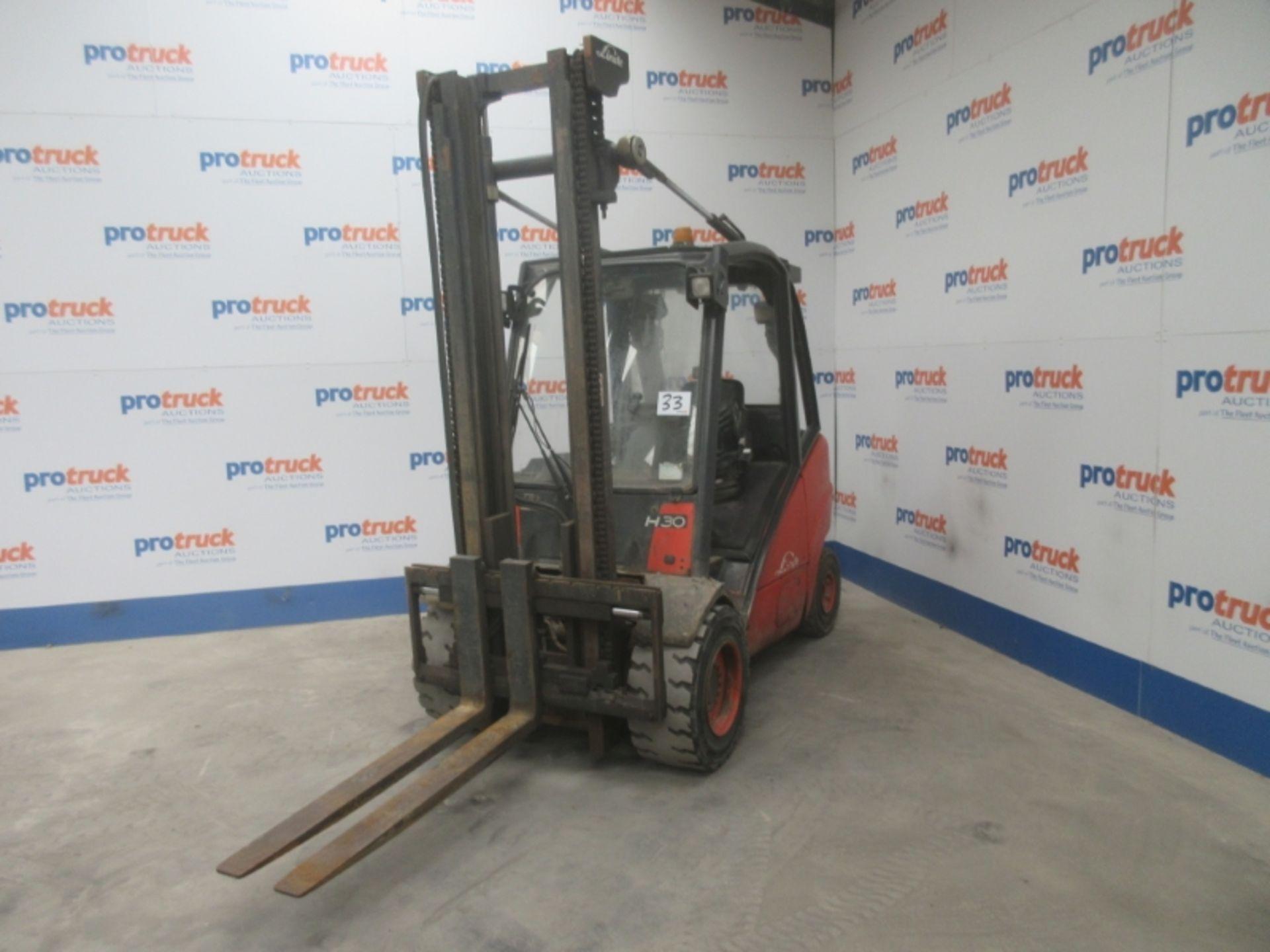 Lot 33 - LINDE H30D Plant Diesel - VIN: H2X393T04473 - Year: 2006 - 11,012 Hours - Duplex Forklift,