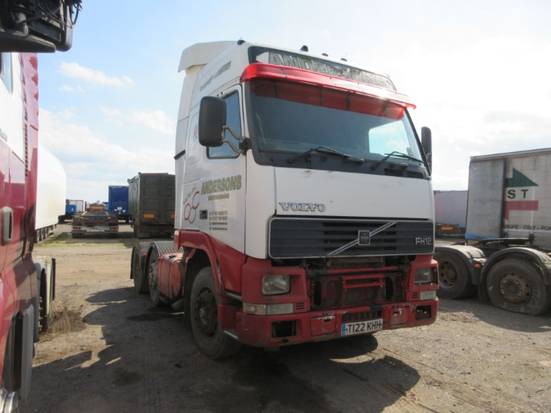 Lot 19 - VOLVO FH12 380 - 12130cc Globetrotter Diesel - VIN: YV2A4DMC3XA297148 - Year: 1999 - no display km -