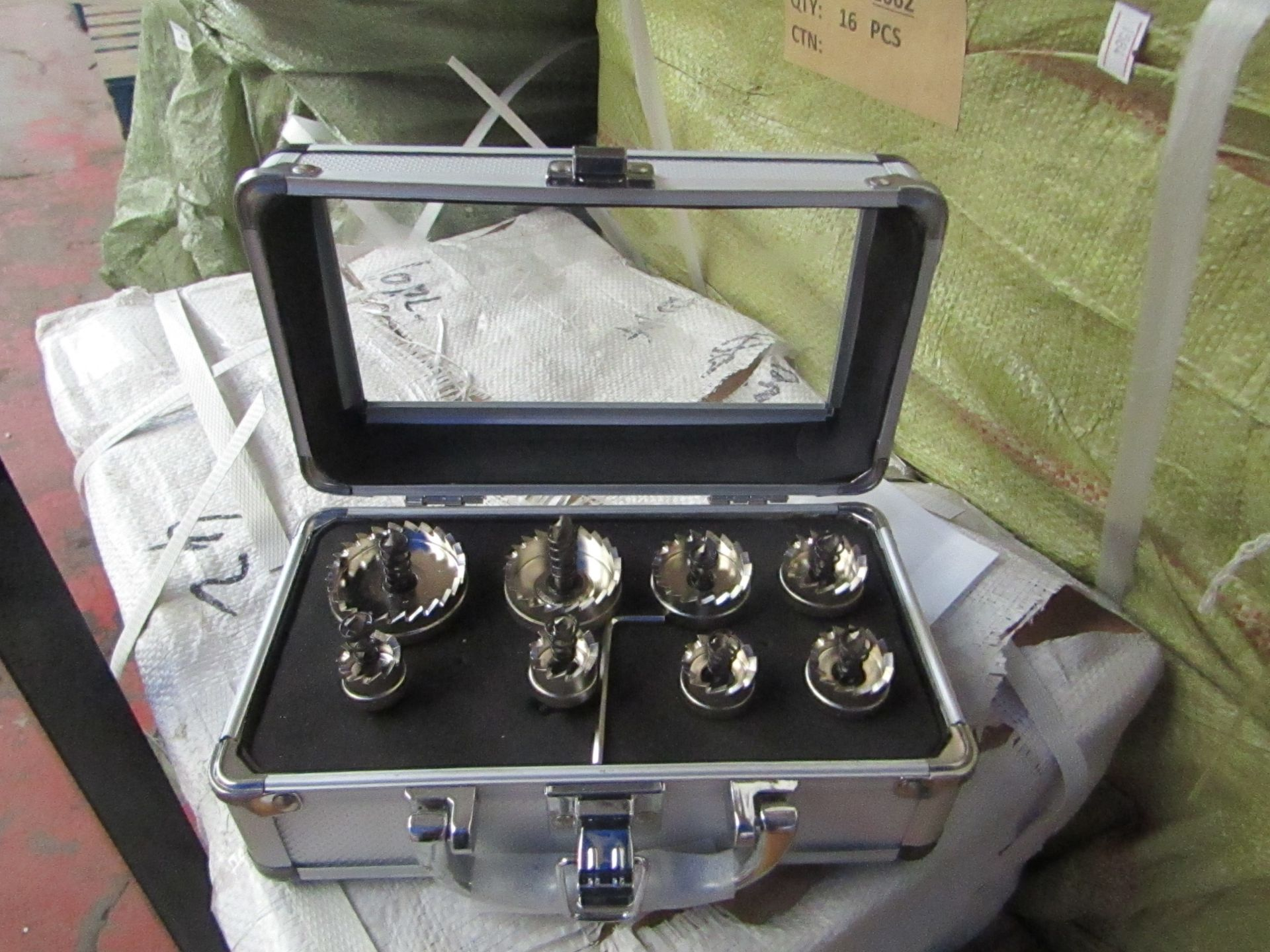 Lot 7 - 8 piece hole saw set in metal carry case, new