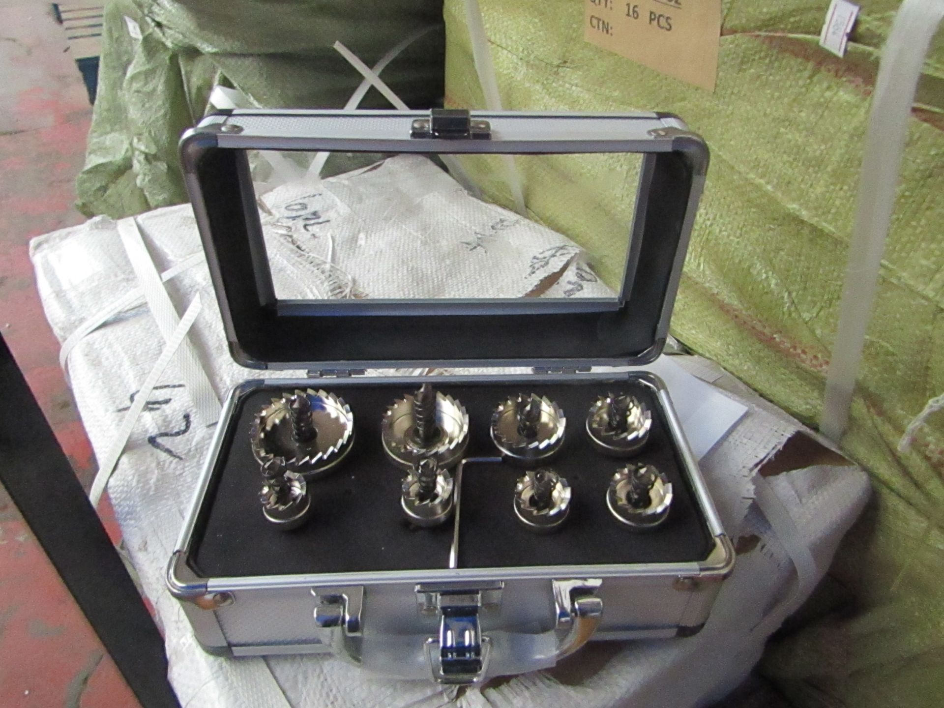 Lot 9 - 8 piece hole saw set in metal carry case, new