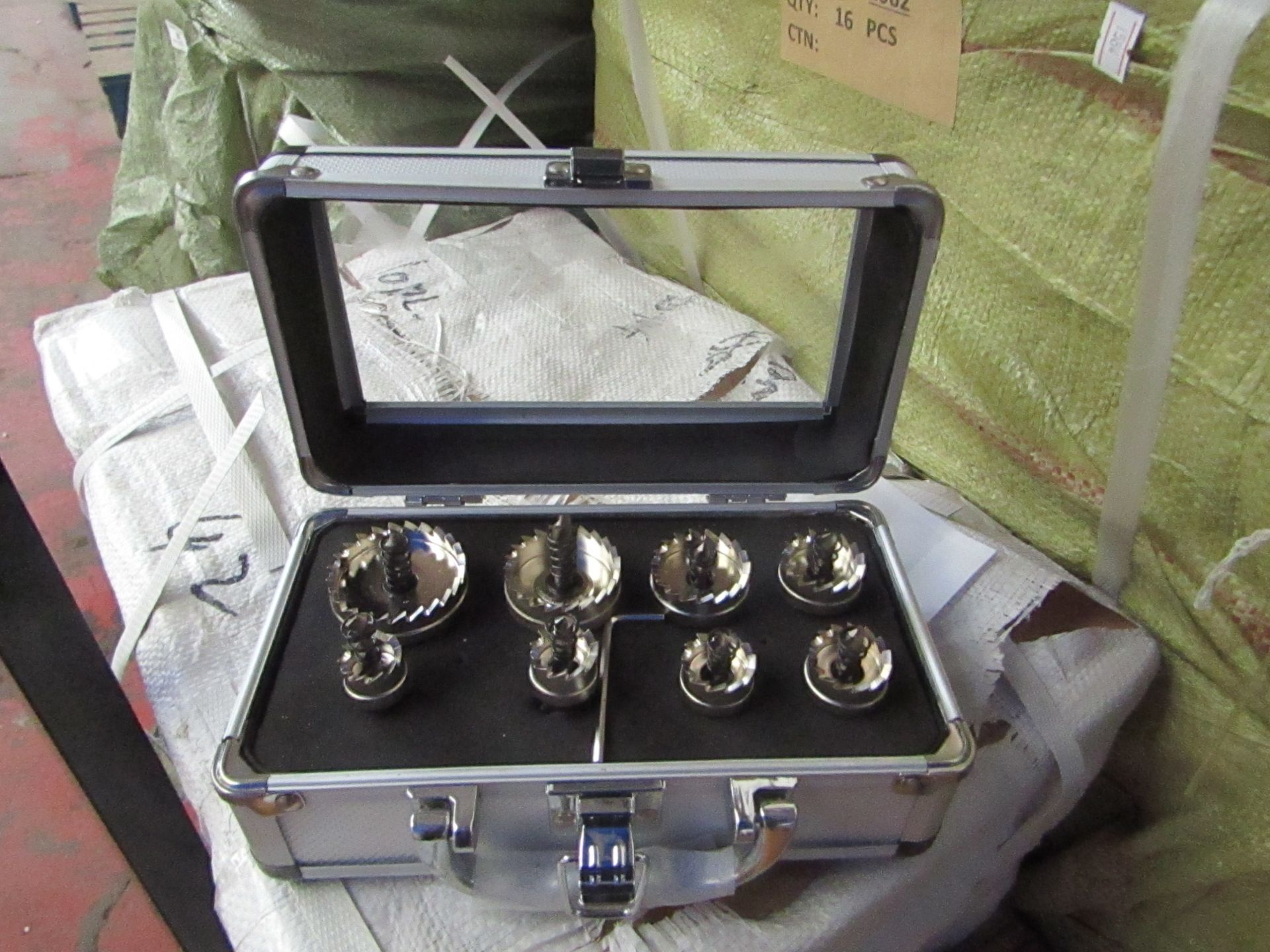 Lot 8 - 8 piece hole saw set in metal carry case, new