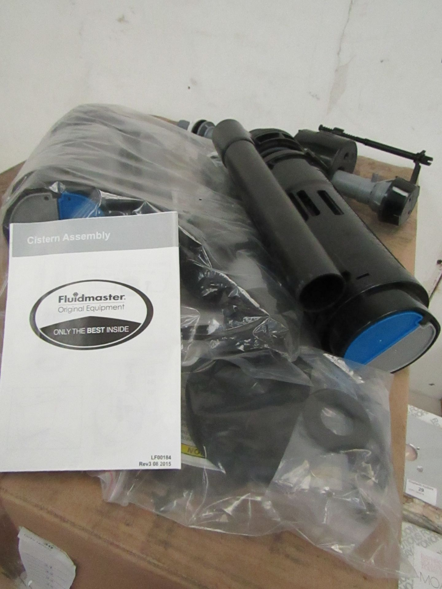 Lot 32 - Fluid master 400 Cistern flush system, new in packaging