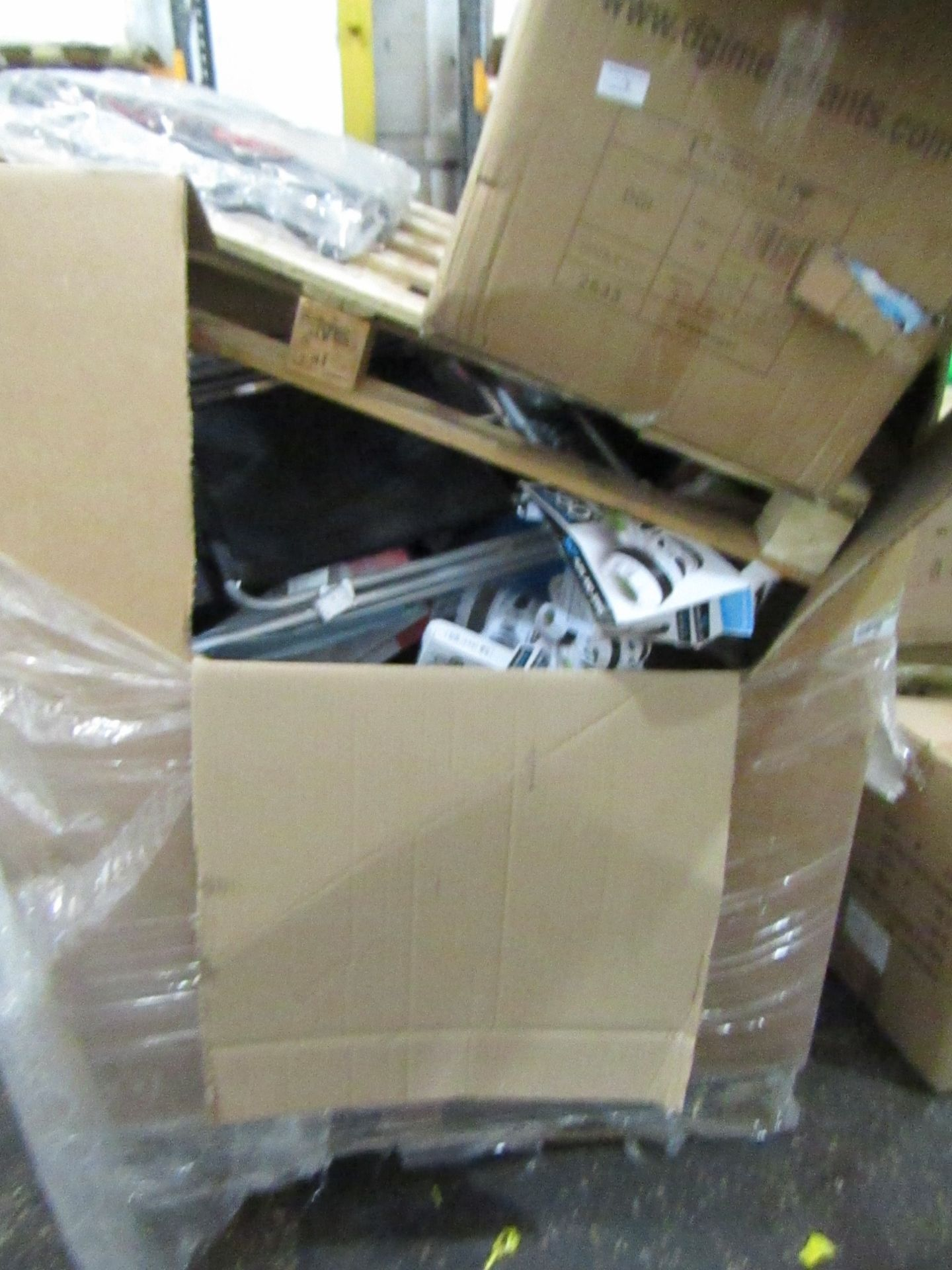 Lot 9 - Pallet of approx 40 various faulty electrical and non electrical customer returns from a large