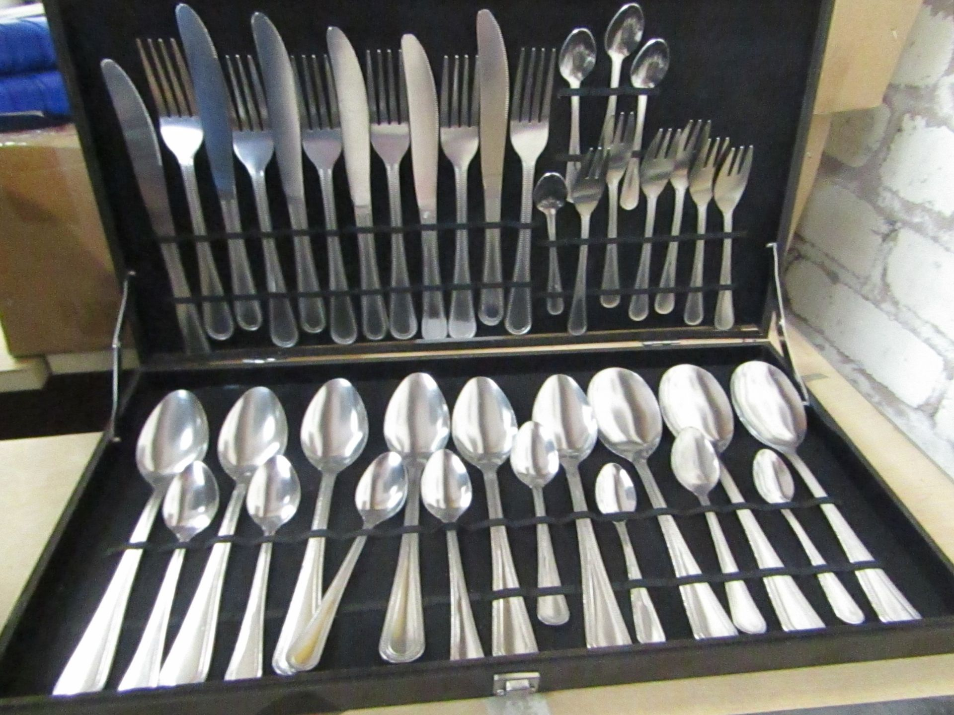 Lot 25 - Full Set Canteen of Cutlery in black box (box requires repair)