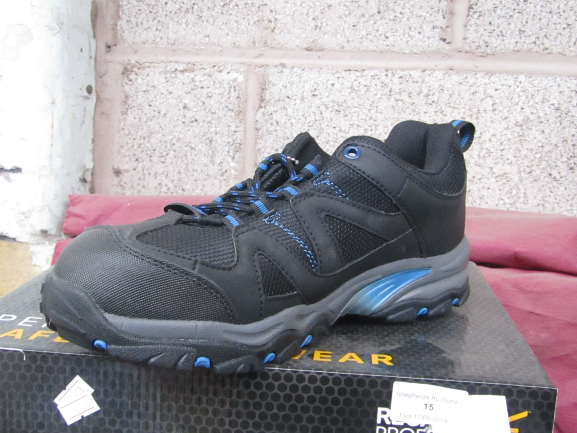 Lot 17 - Regatta professional safety footwear, size UK 9, boxed and new
