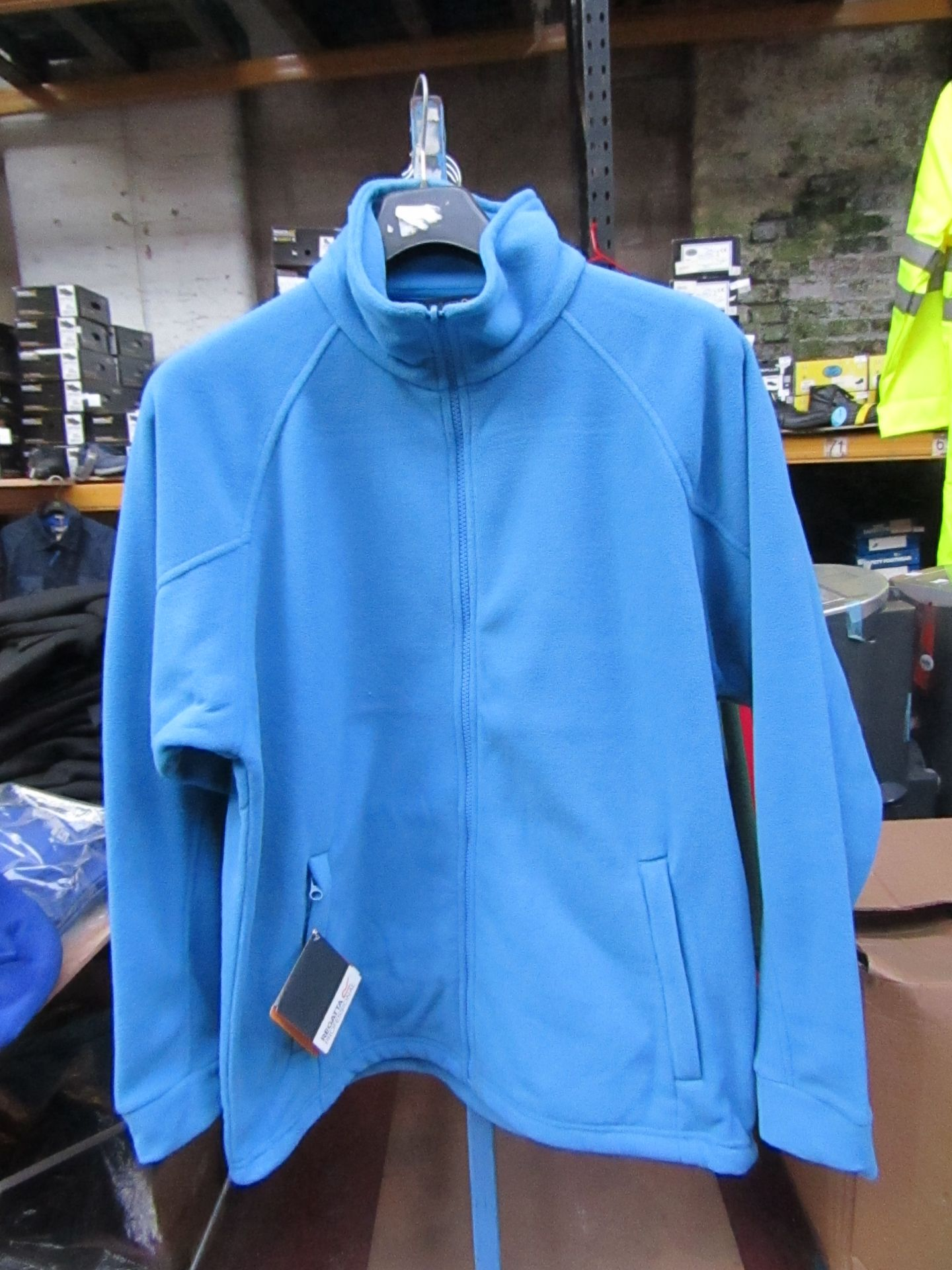 Lot 9 - Men's Regatta Professional Fleece Coastal Blue. Size L. new in Packaging
