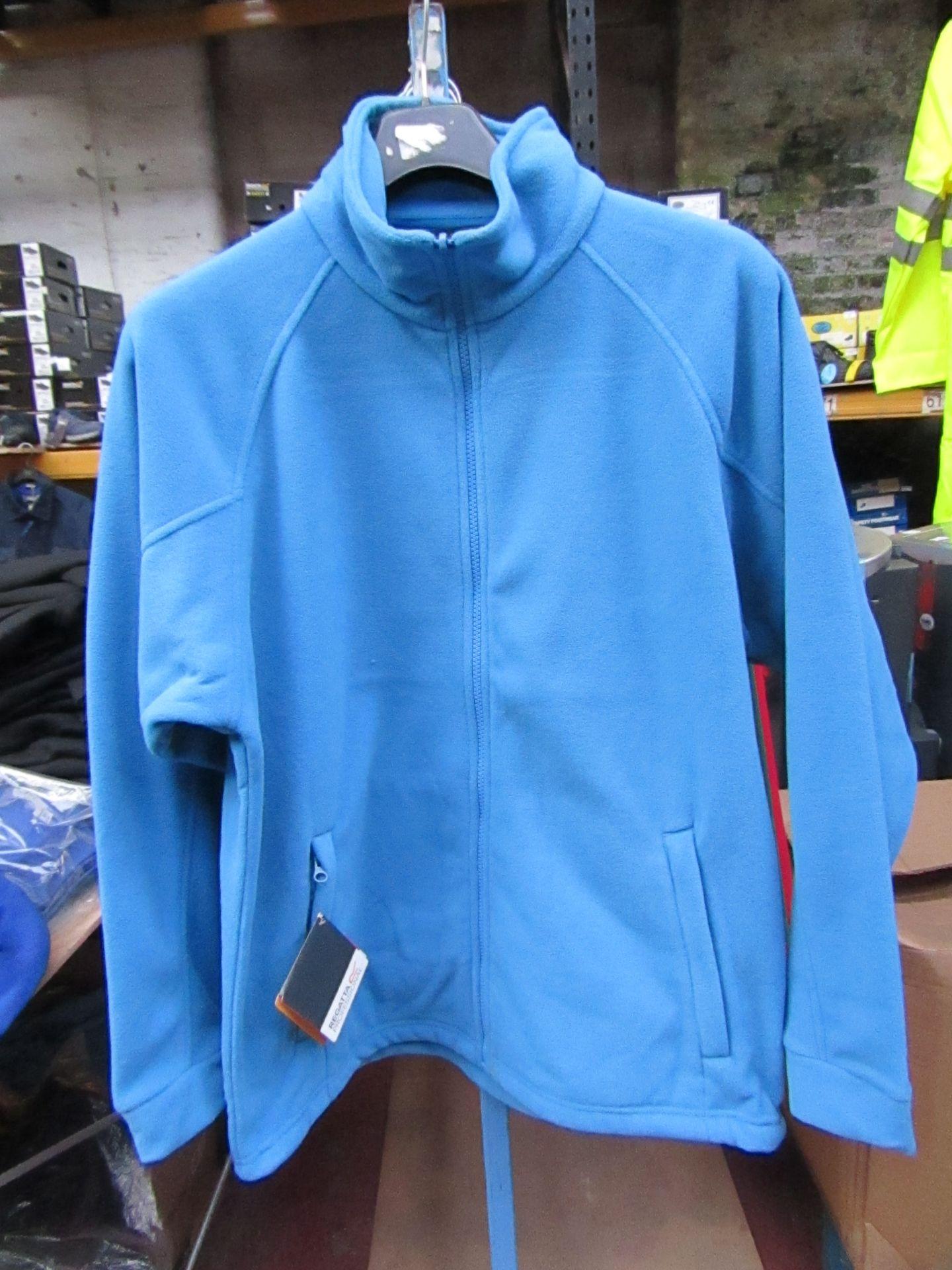 Lot 1 - Men's Regatta Professional Fleece. Size S. new in Packaging