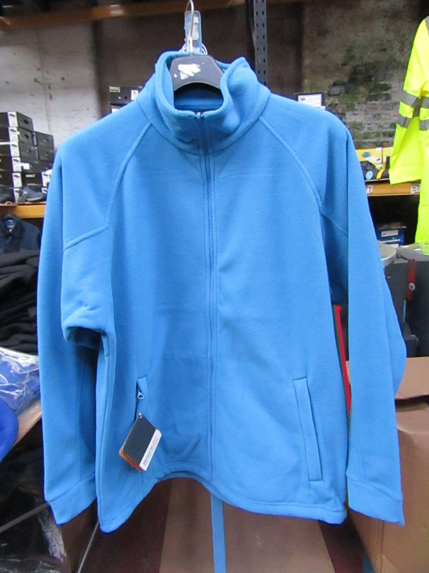 Lot 5 - Men's Regatta Professional Fleece Coastal Blue. Size M. new in Packaging