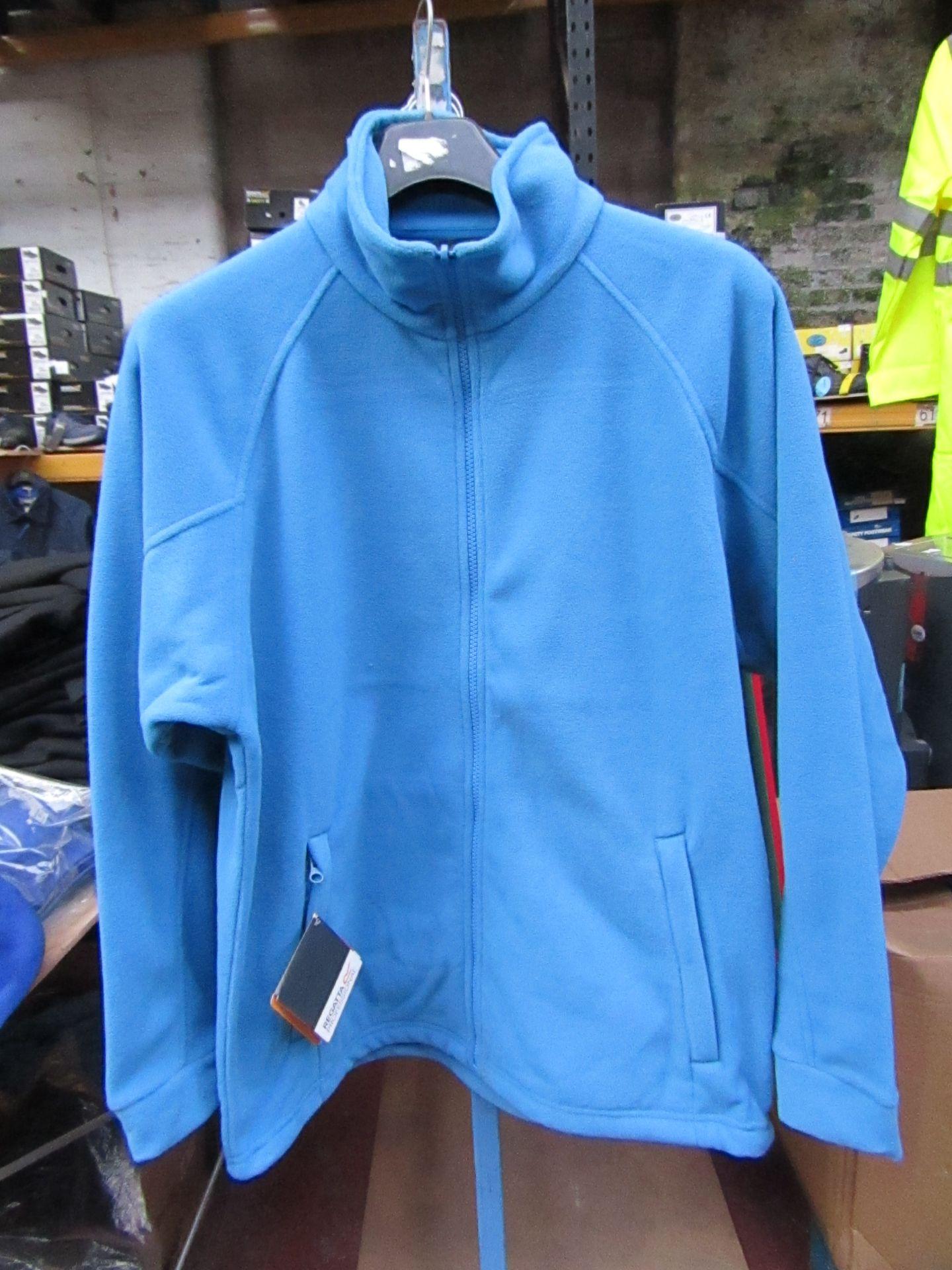 Lot 4 - Men's Regatta Professional Fleece Coastal Blue . Size M. new in Packaging