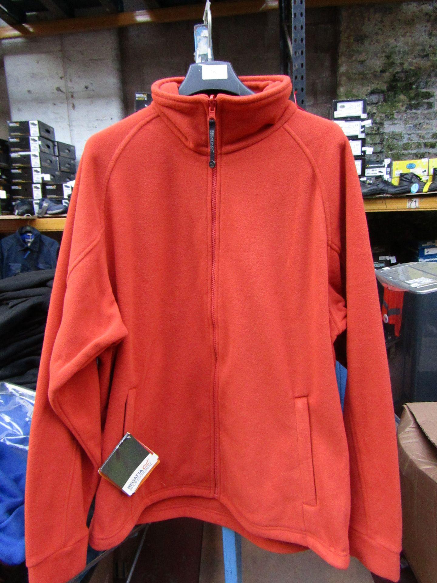 Lot 52 - Men's Regatta Professional Fleece Oxford Firebrick. Size M. new in Packaging