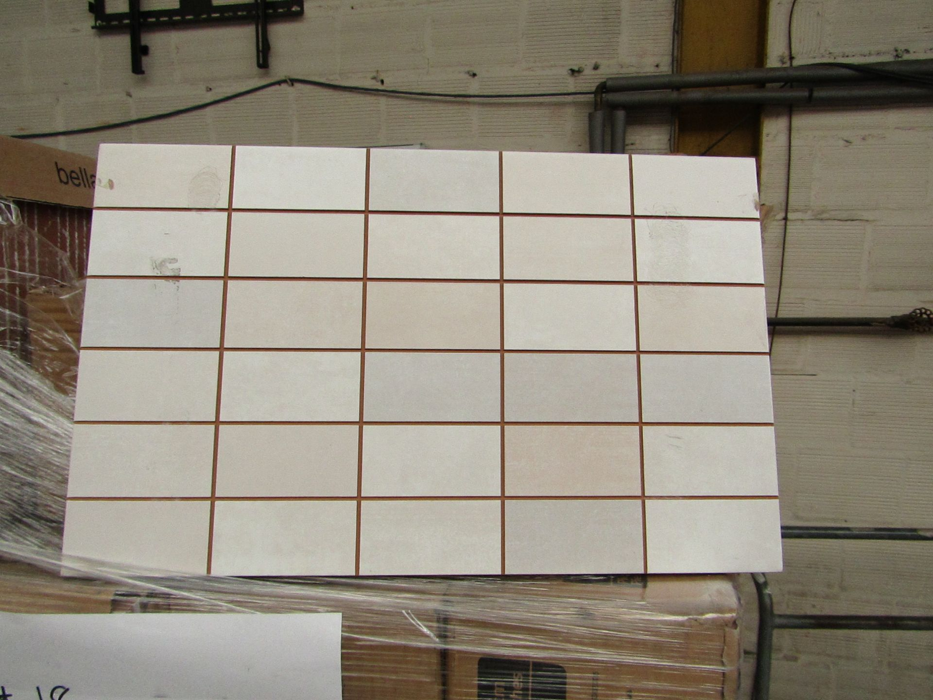 Lotto 392 - 10x packs of 17 Bella Vista Freya Cream mosaic tiles 400x250, RRP £16.66 giving a total lot RRP of