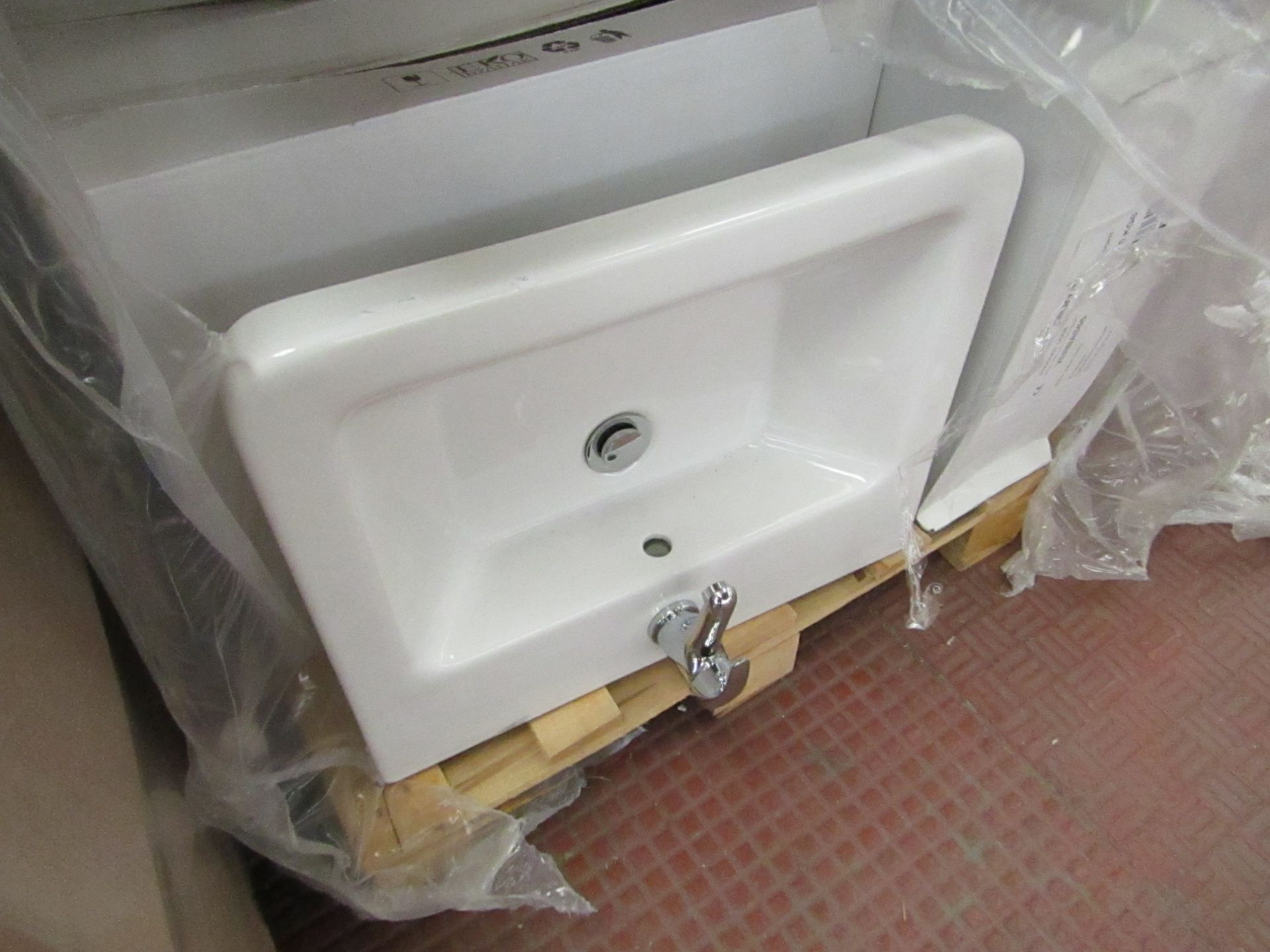 Lotto 11 - Victoria Plum Verso 550mm sink with mono block mixer tap, new and Boxed