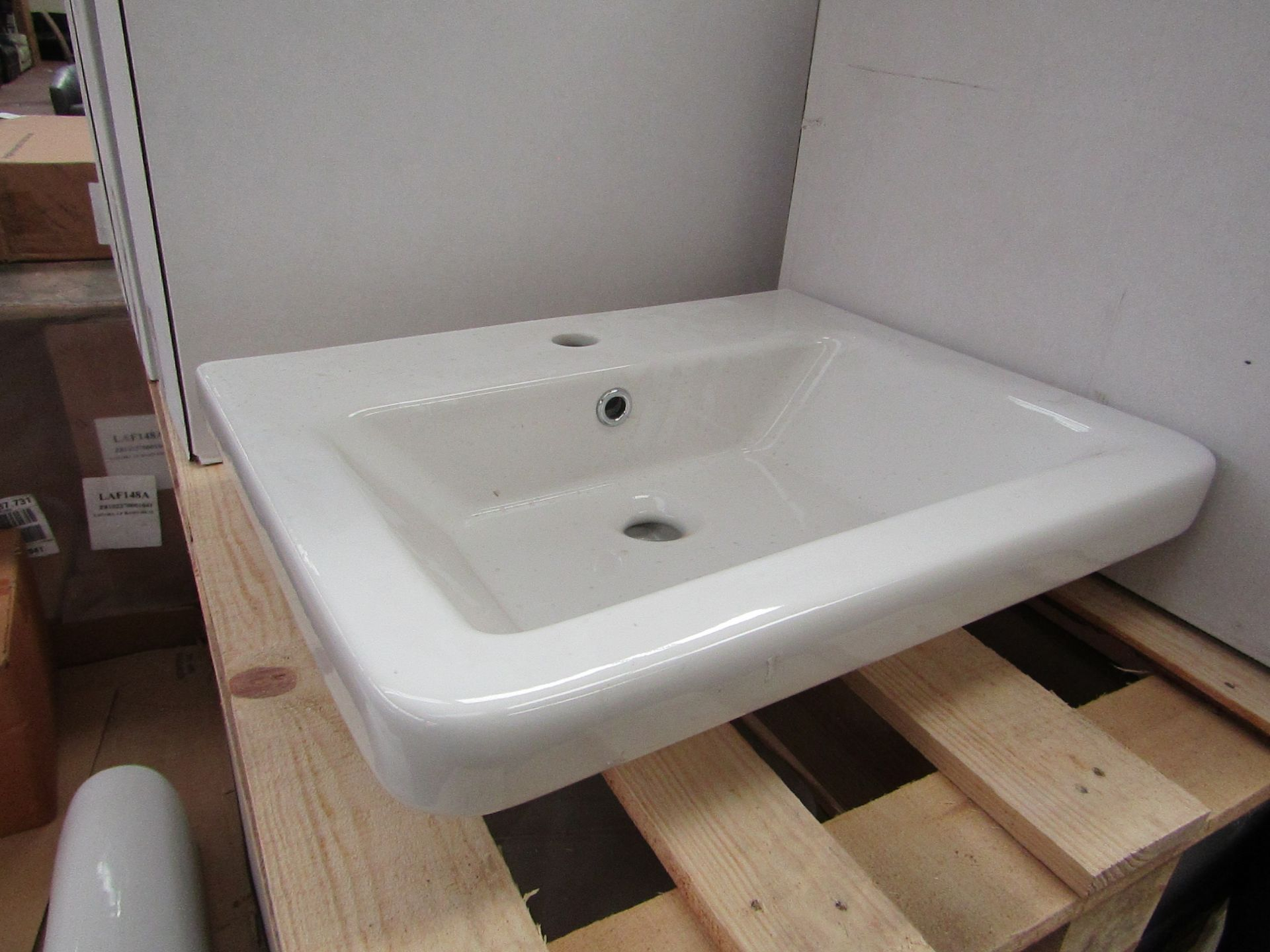 Lotto 41 - Verso 550mm 1 tap hole sink, new and boxed