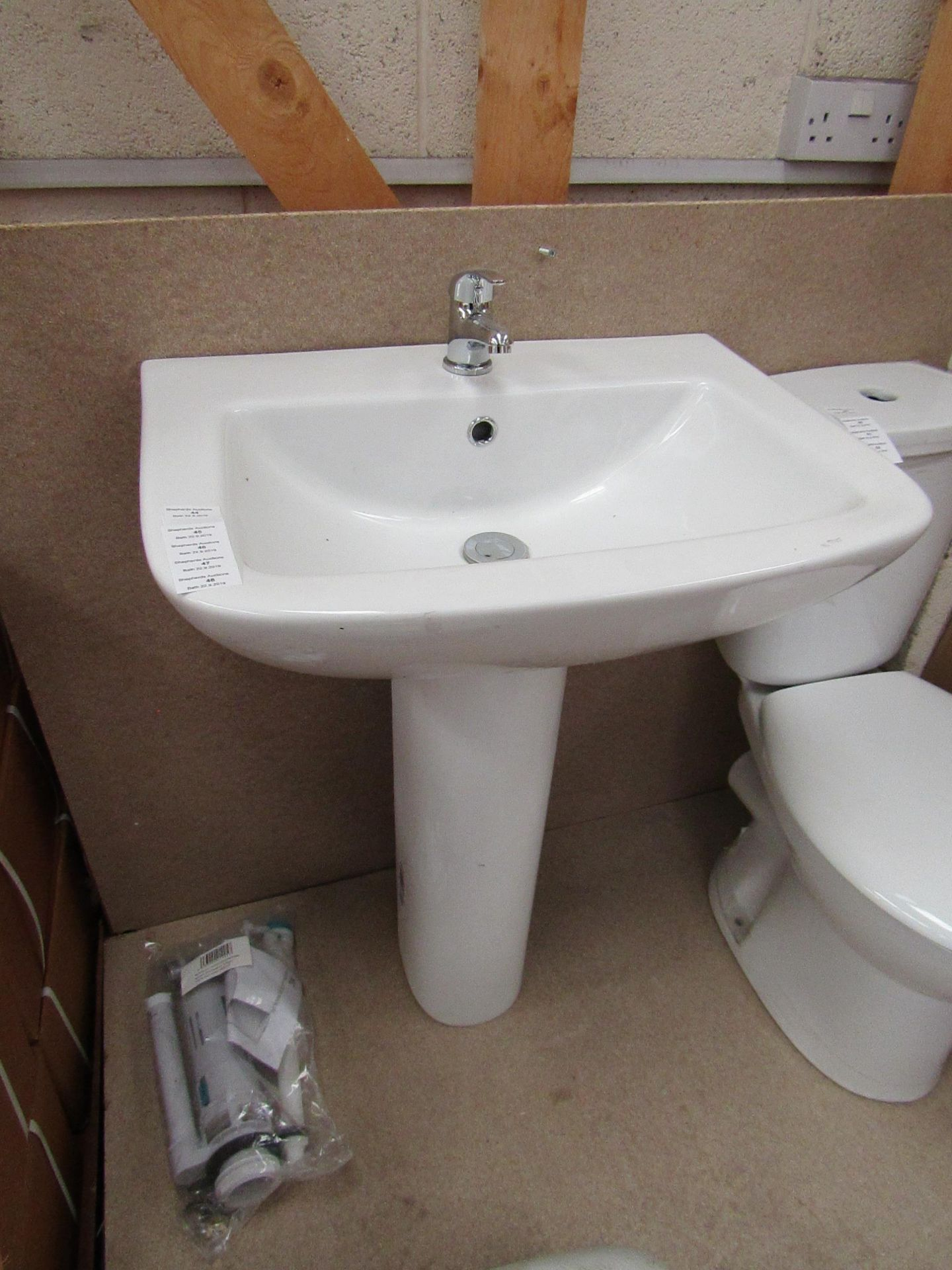 Lotto 48 - Unbranded Roca Cloakroom basin set that includes a 620mm 1 tap hole sink with full pedestal and a