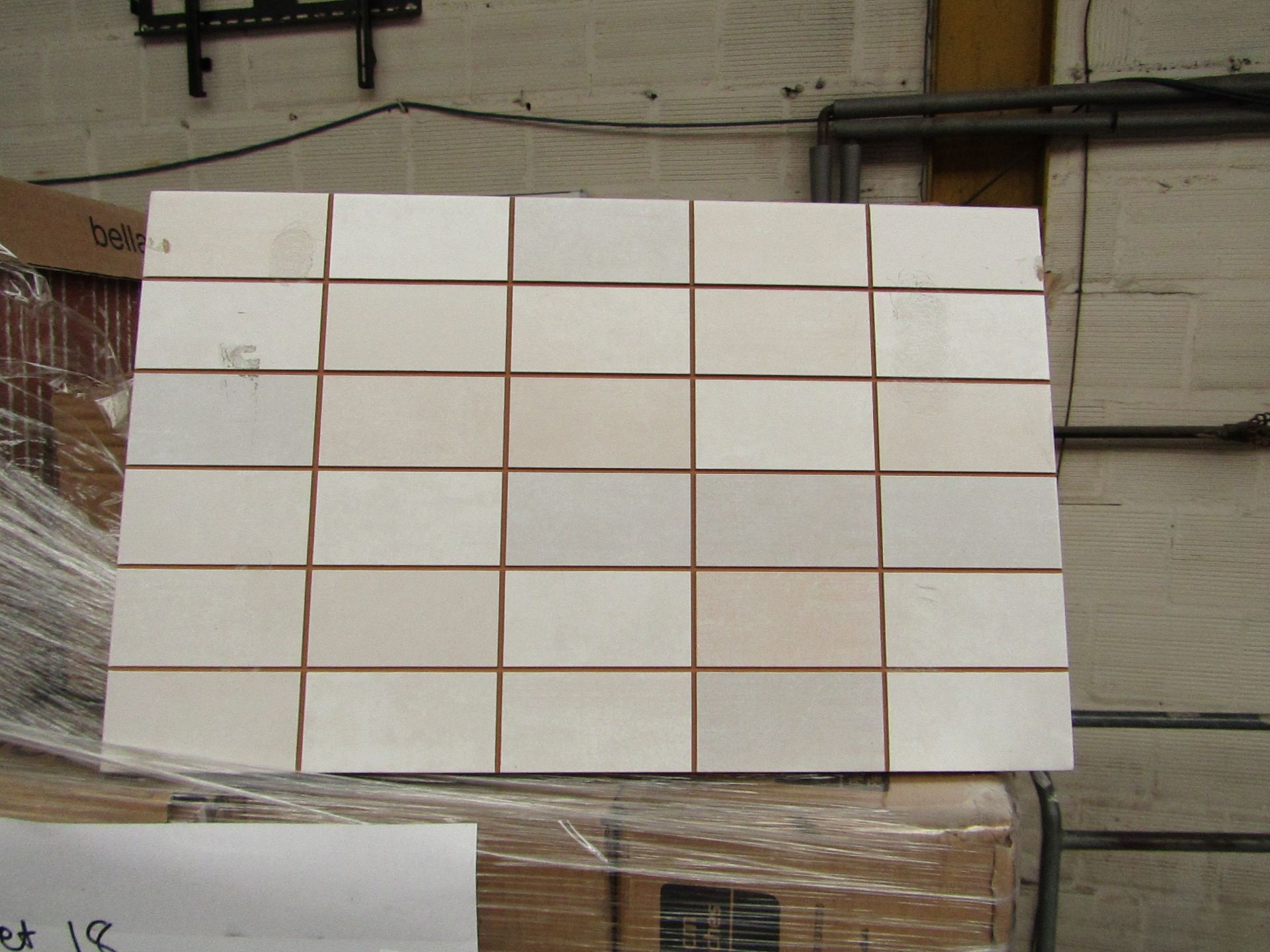 Lotto 391 - 10x packs of 17 Bella Vista Freya Cream mosaic tiles 400x250, RRP £16.66 giving a total lot RRP of