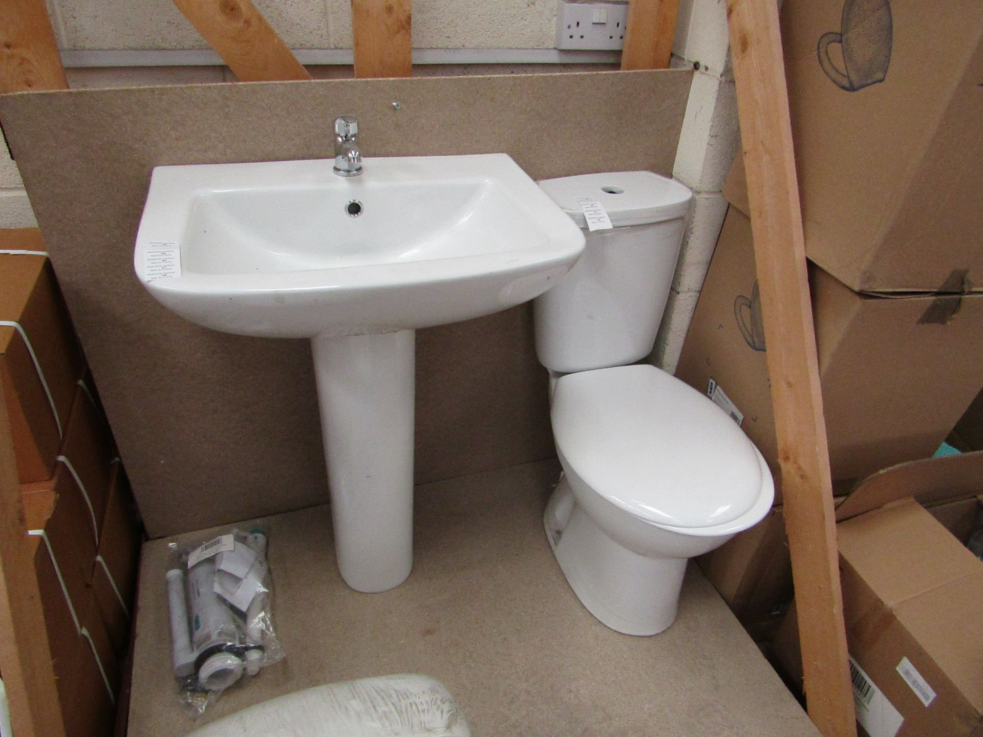 Lotto 52 - Unbranded Roca Cloakroom set that includes close coupled toilet with pan cistern, seat, flush kit, a