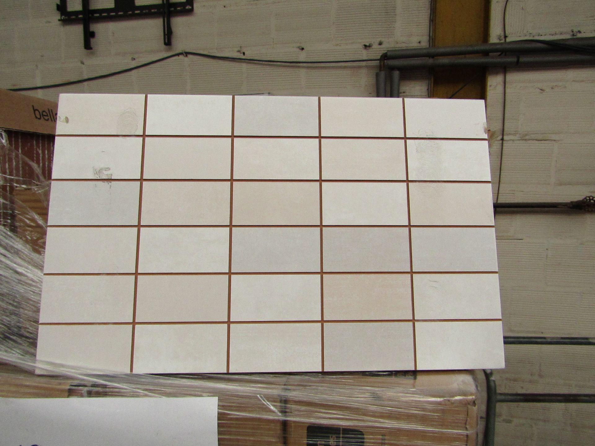 Lotto 395 - 9x packs of 17 Bella Vista Freya Cream mosaic tiles 400x250, RRP £16.66 giving a total lot RRP of