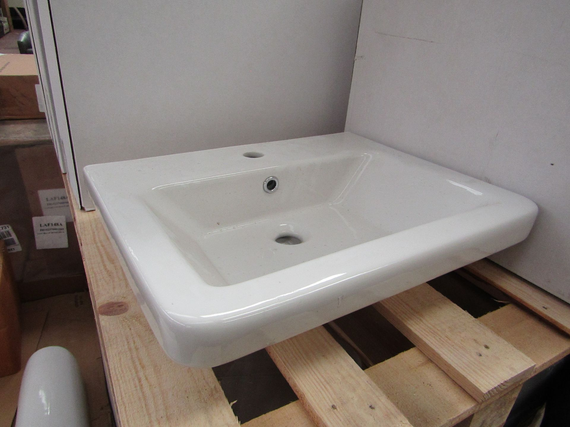 Lotto 39 - Verso 550mm 1 tap hole sink, new and boxed