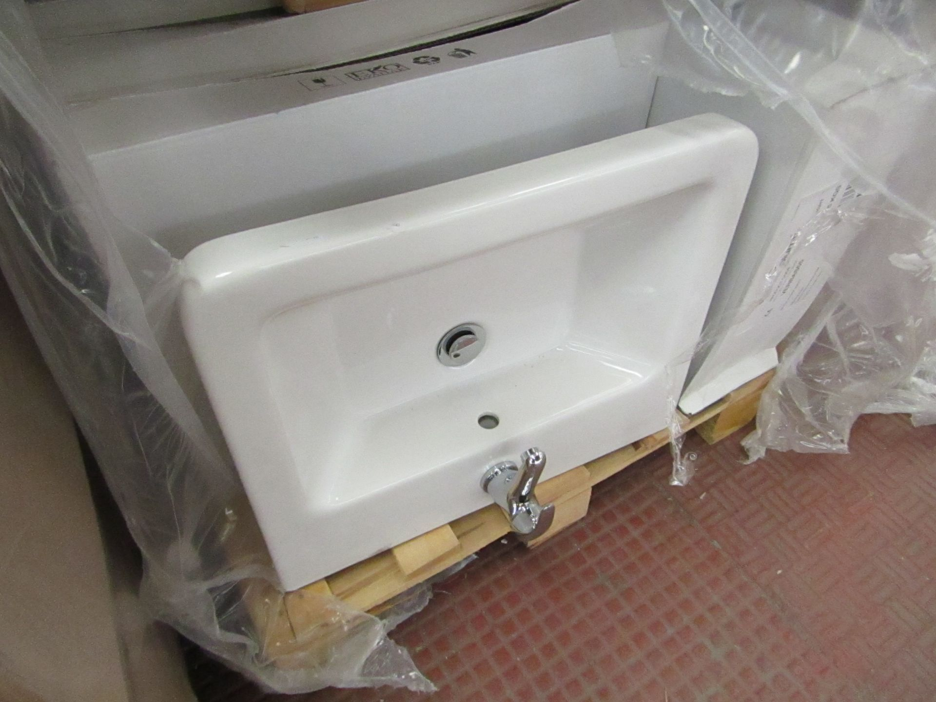 Lotto 14 - Victoria Plum Verso 550mm sink with mono block mixer tap, new and Boxed