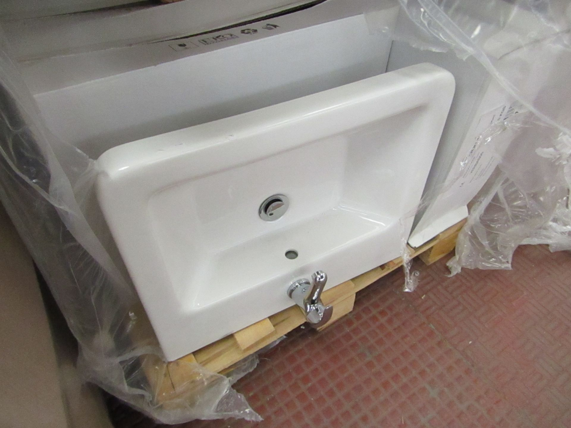 Lotto 12 - Victoria Plum Verso 550mm sink with mono block mixer tap, new and Boxed