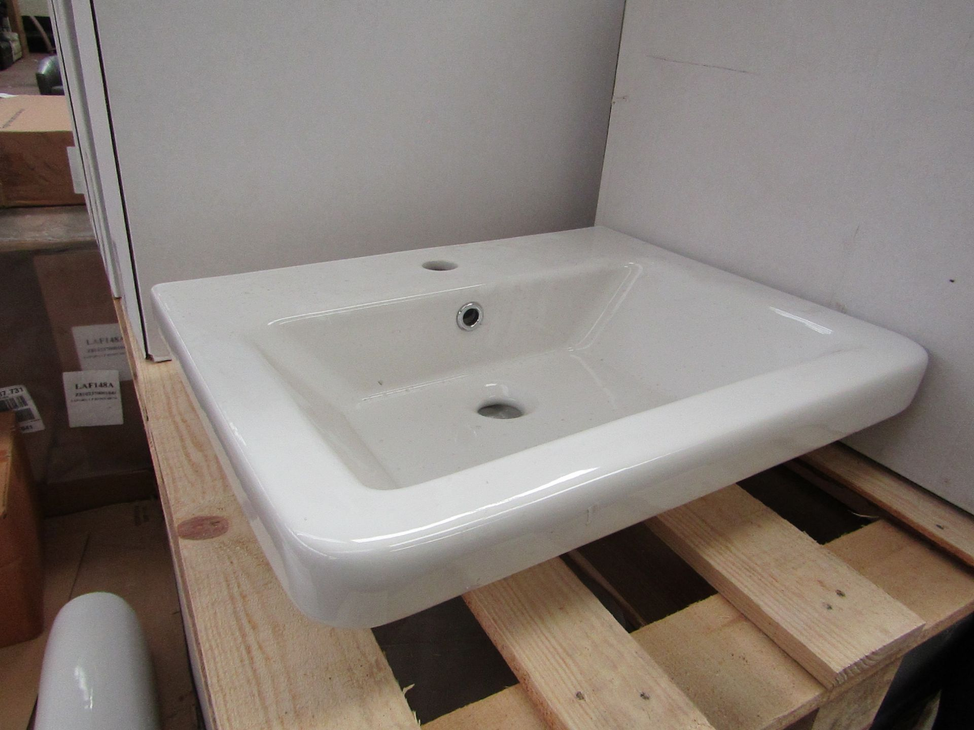 Lotto 40 - Verso 550mm 1 tap hole sink, new and boxed