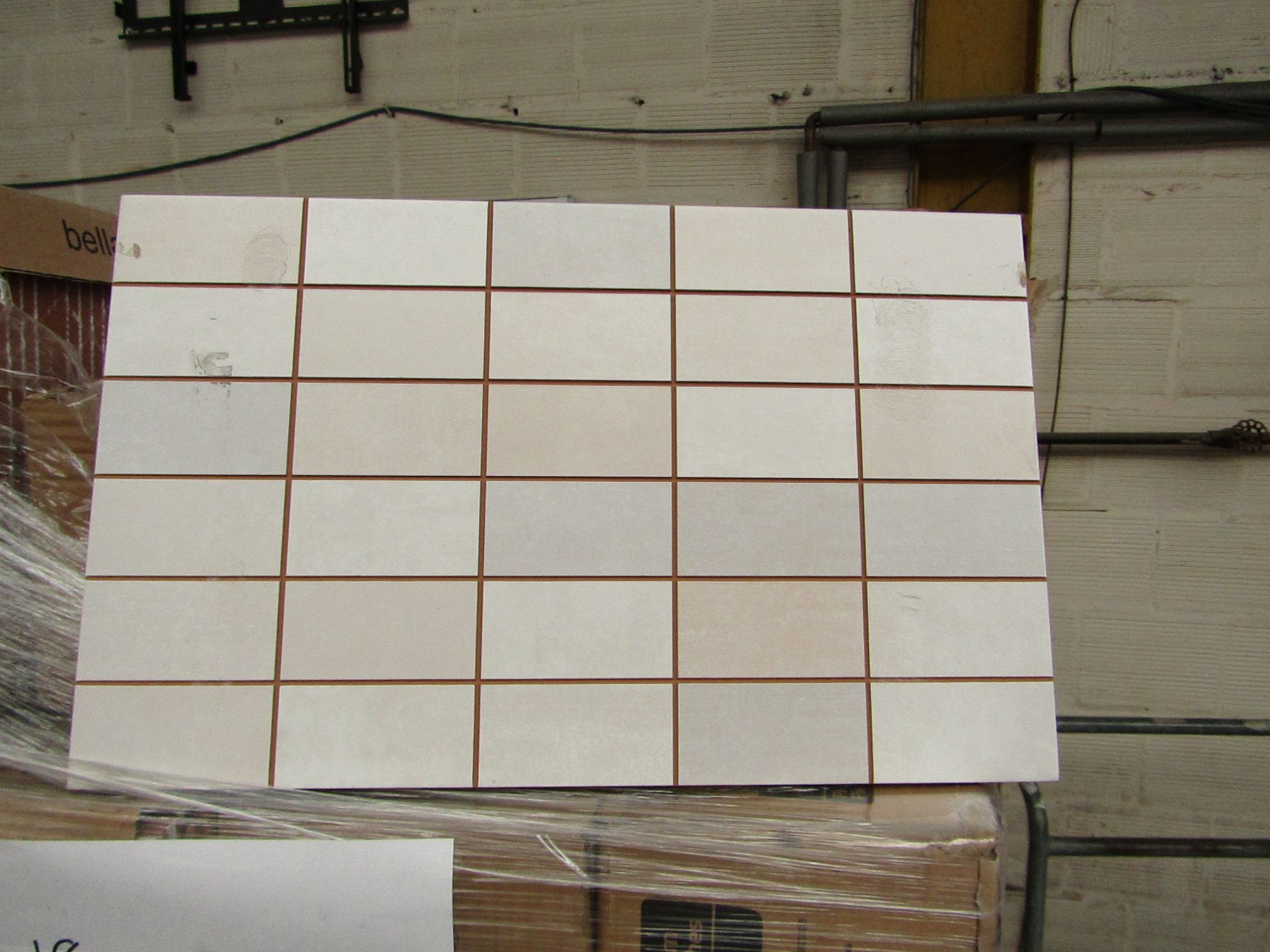 Lotto 393 - 10x packs of 17 Bella Vista Freya Cream mosaic tiles 400x250, RRP £16.66 giving a total lot RRP of