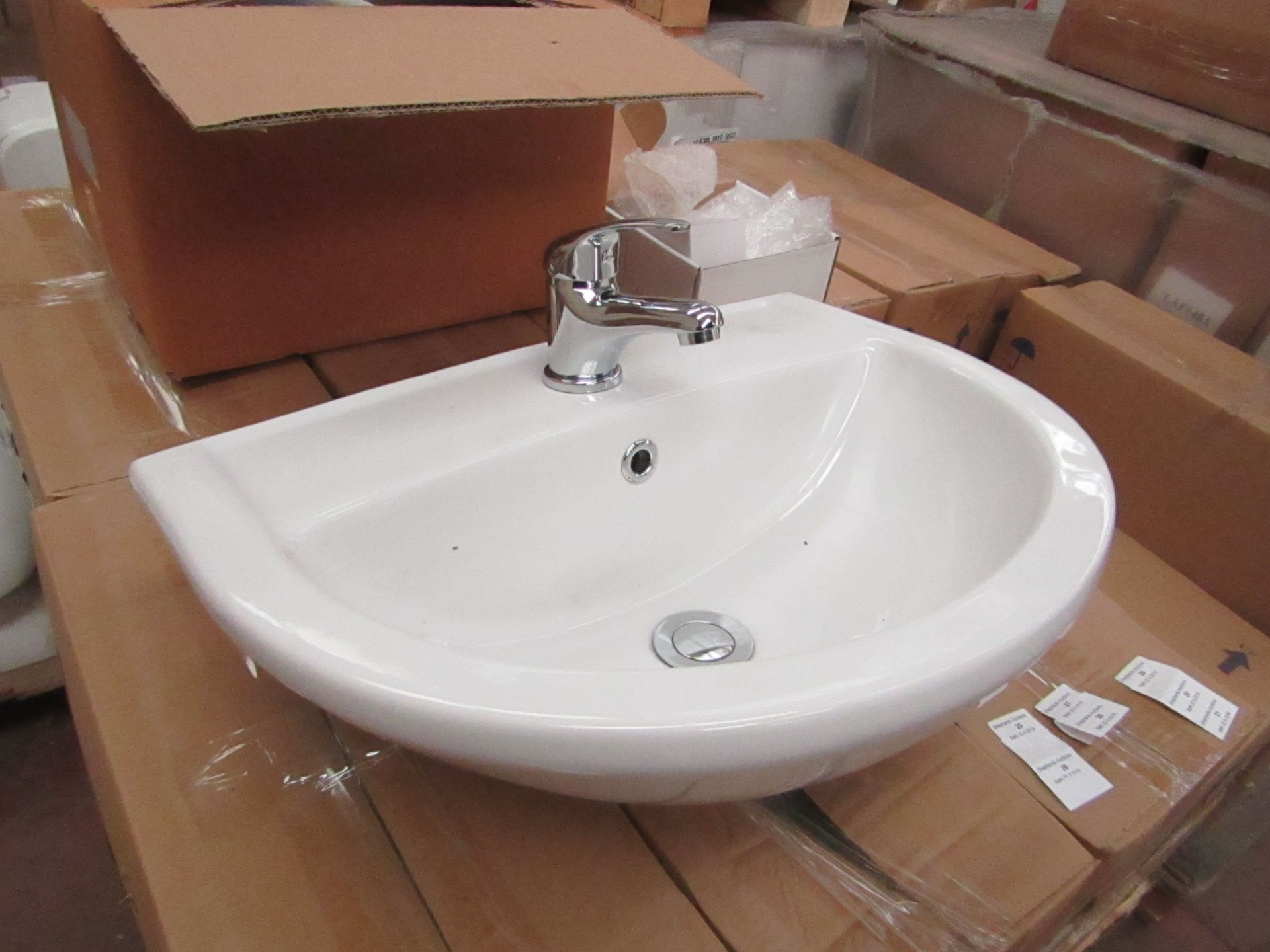 Lotto 27 - Lecico Remini 50cm 1 tap hole sink with mono block mixer tap, boxed and new