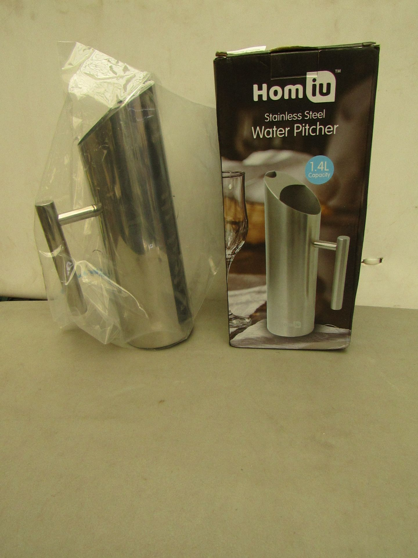 Lotto 28 - 2 x Homiu Stainless Steel Water Pitchers 1.4L