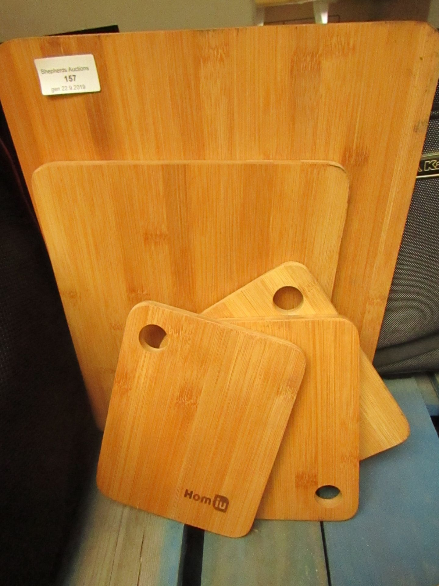 Lotto 157 - 5 x Various size wooden chopping boards