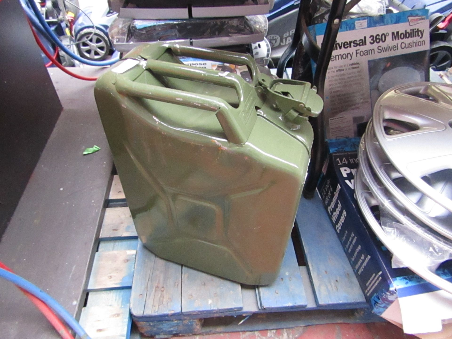Lot 370 - 20ltr Green Metal Jerry Can