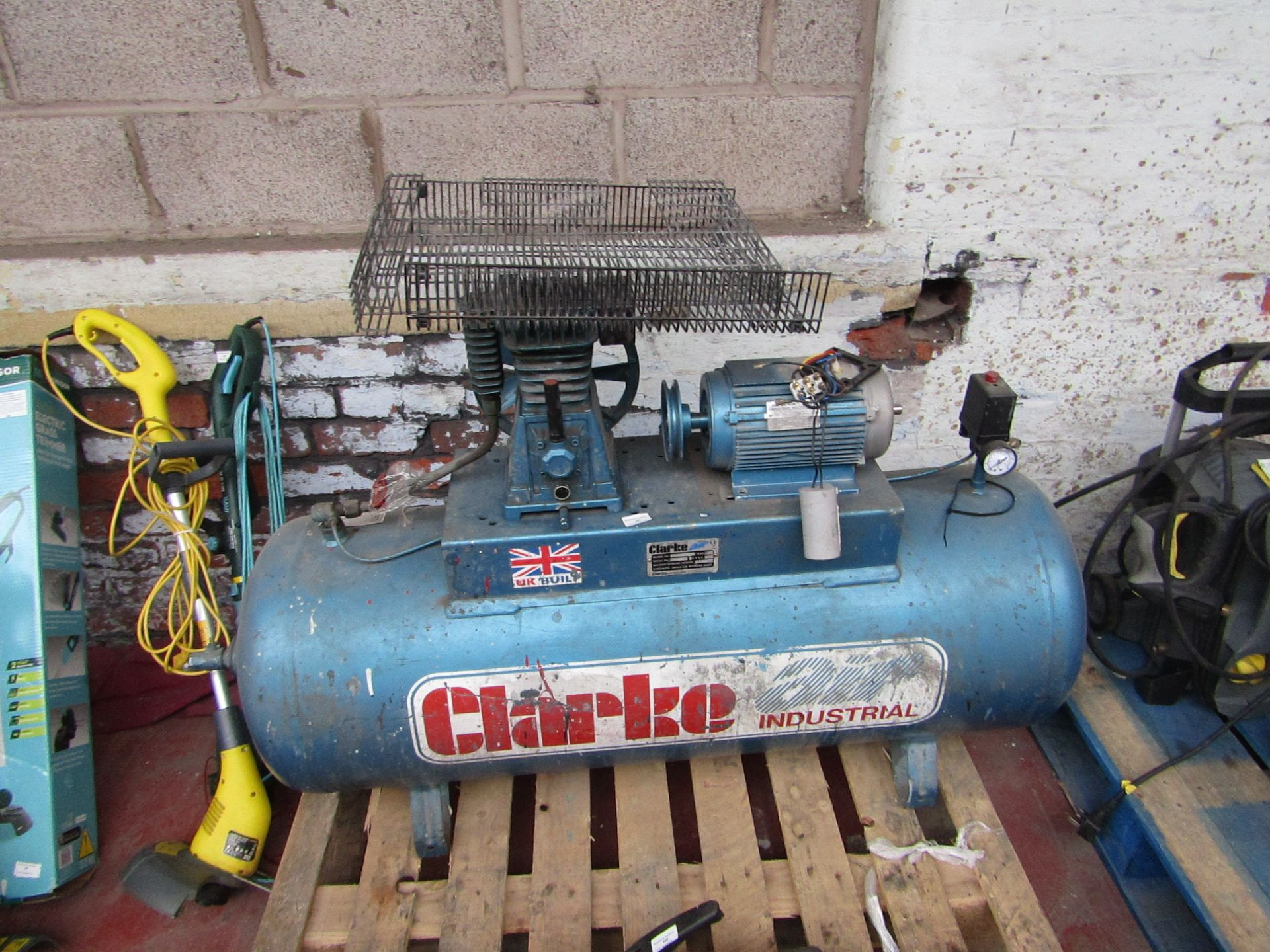 Lot 457 - CLARKE COMP XE18/200 230 £579.00 6312 This lot is a Machine Mart product which is raw and completely