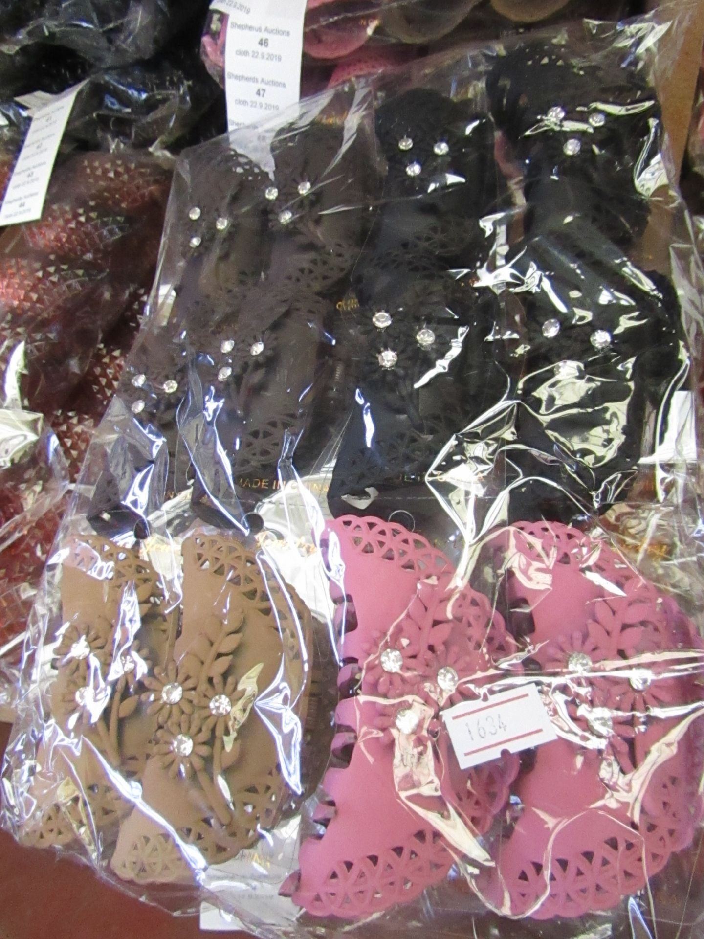 Lot 45 - 12 x Large Decorative Hair Claw Accessories RRP £5.00 each @ Claires Accessories