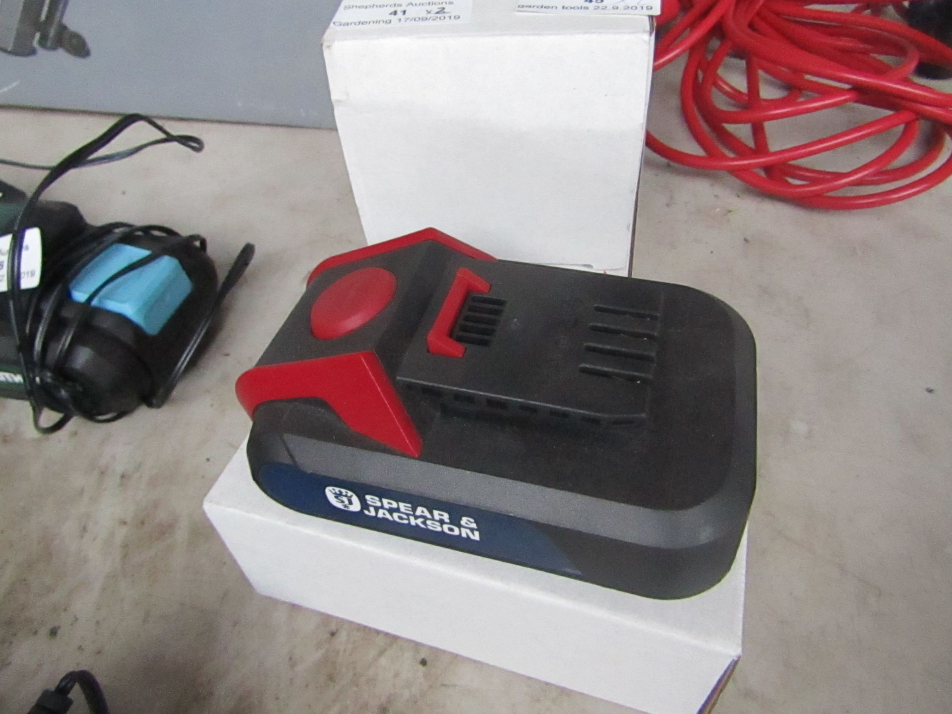 Lotto 41 - Spear And Jackson 18v Battery & Charger.Untested