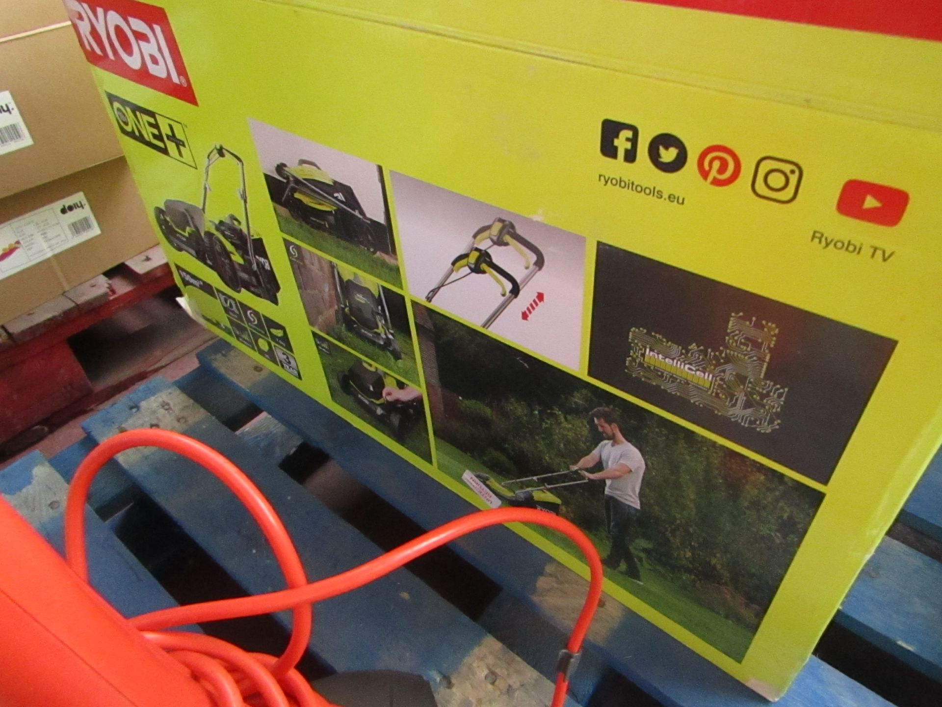 Lotto 8 - Ryobi One Plus 18V cordless Lawn mower, Missing battery and charger but is tested working with a