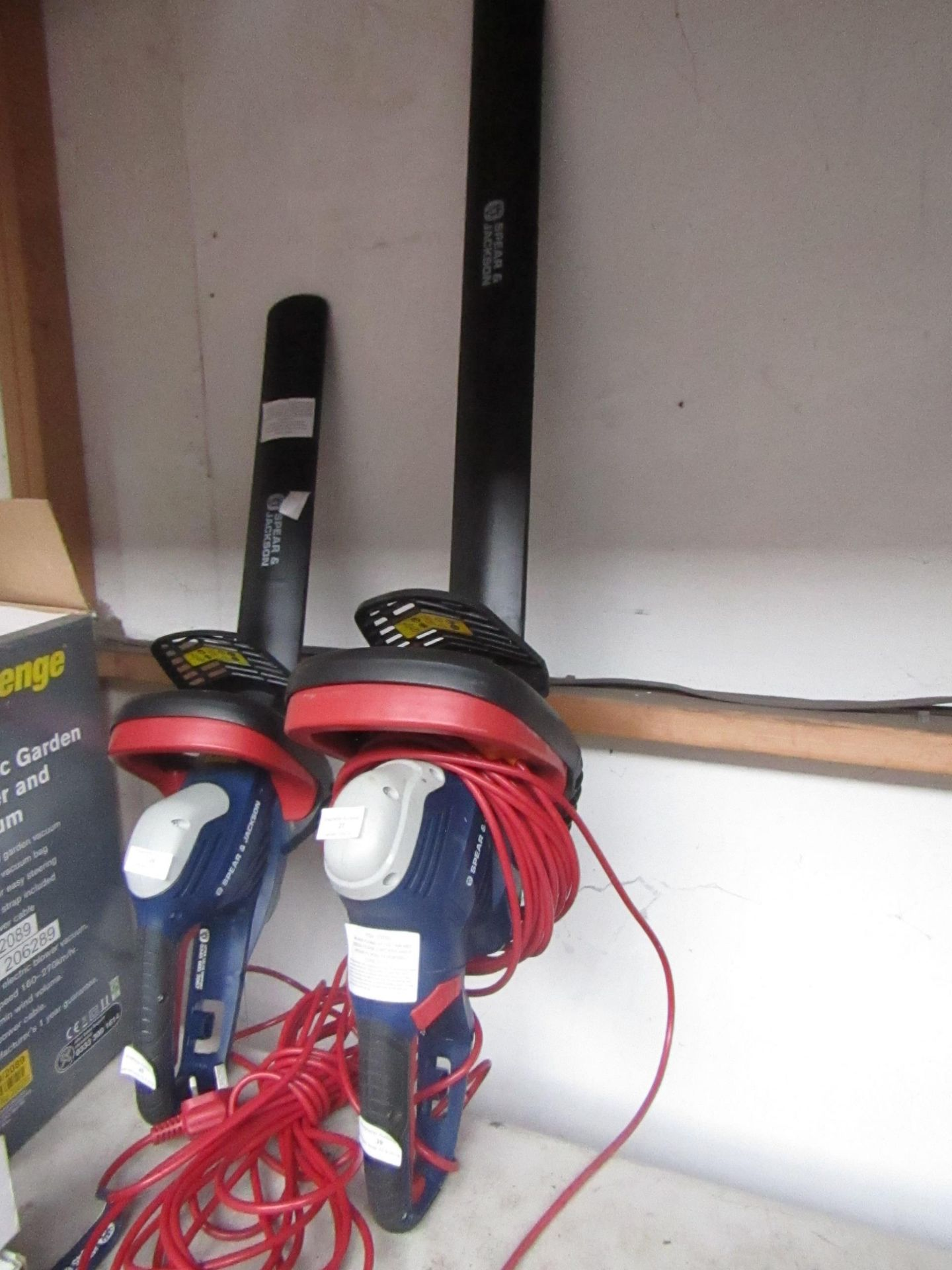 Lotto 39 - Spear and Jackson Electric Hedge trimmer, tested working, RRP œ50
