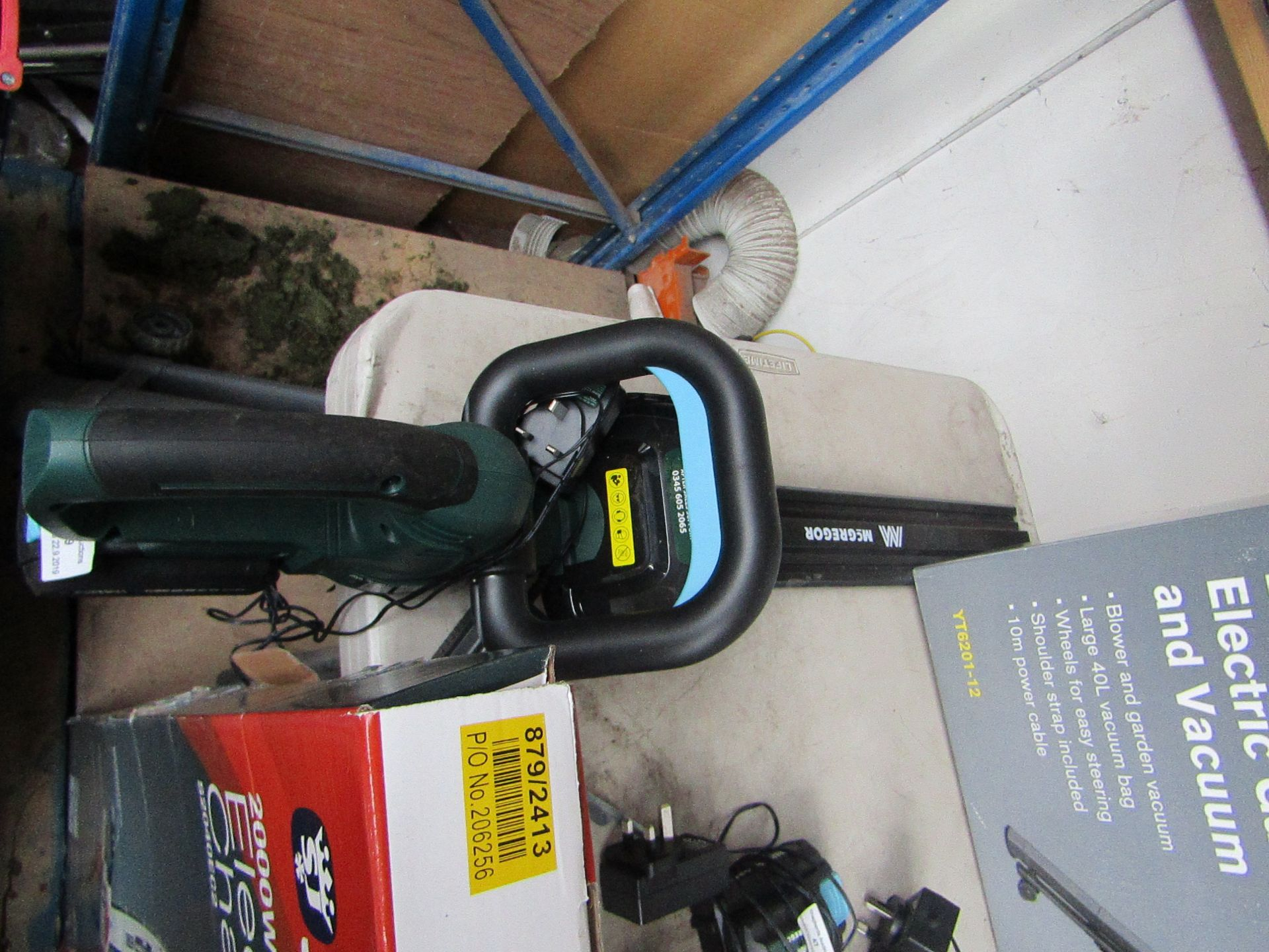 Lotto 59 - McGregor 18V cordless Hedge trimmer with Charger and Battery, tested working with the power it