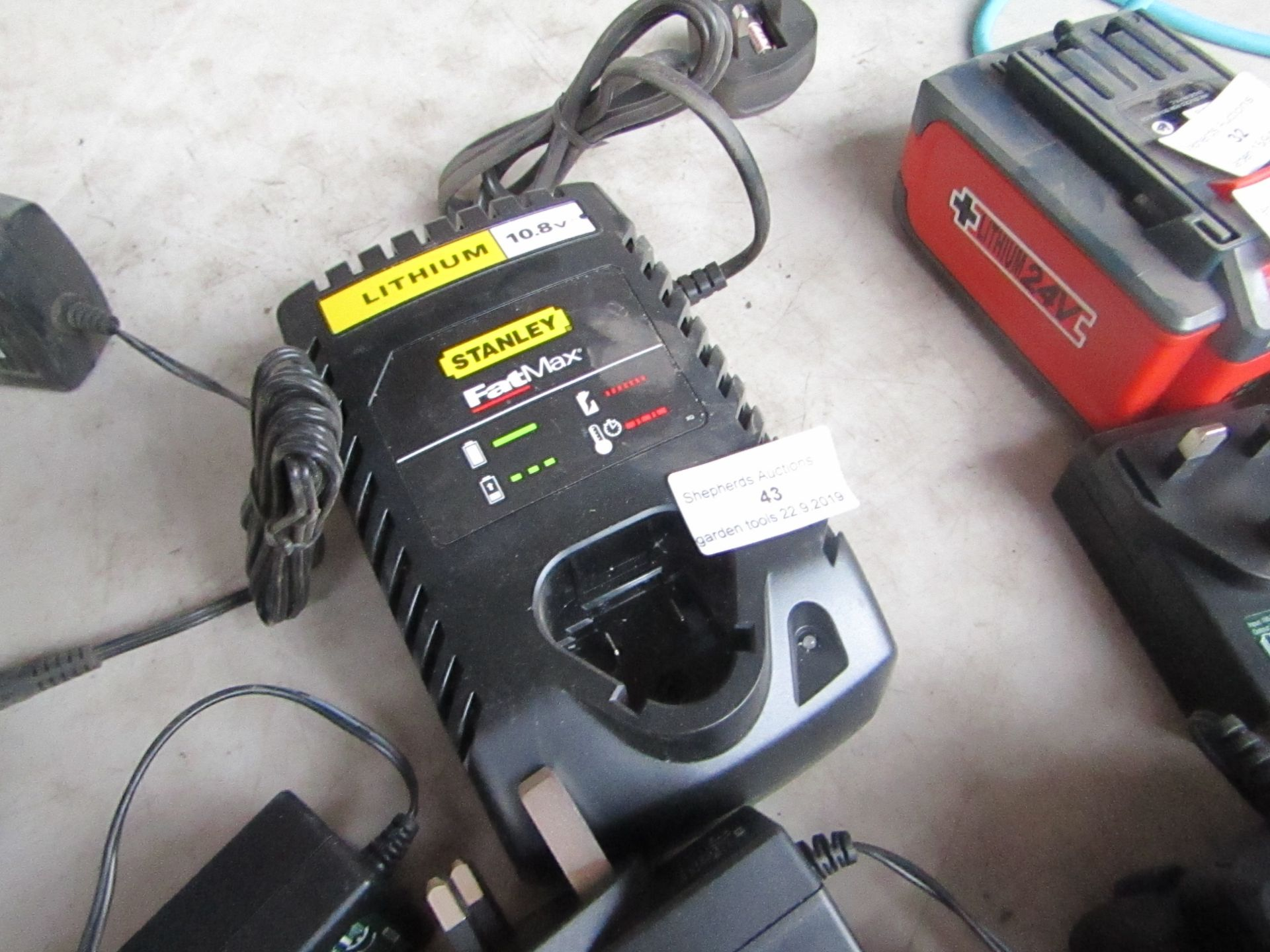Lotto 43 - Stanley Fat Max 10.8V charger, unchecked