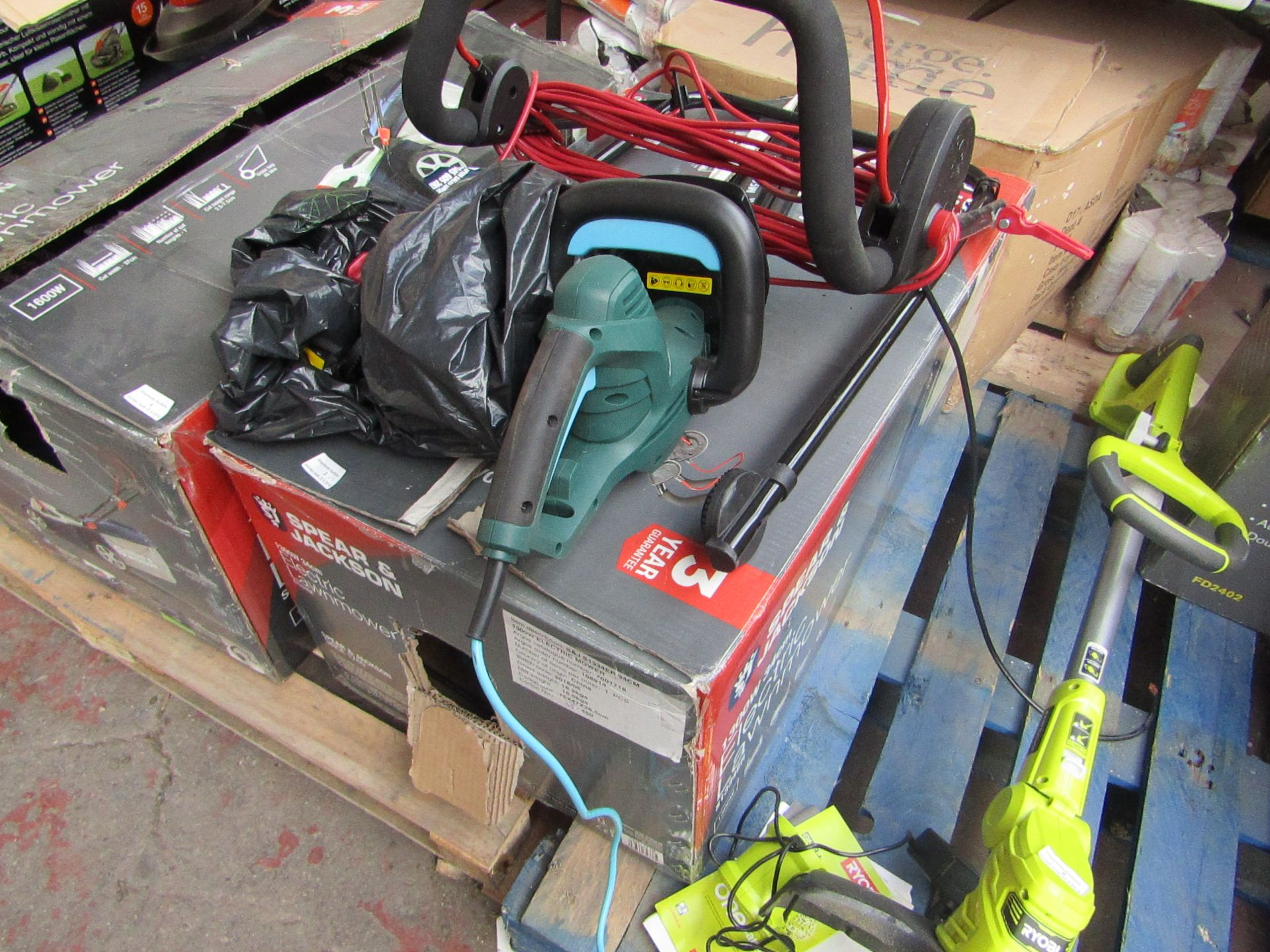 Lotto 3 - 2x Items being a Spear and Jackson 1300w Electric Lawn mower and a McGregor electric hedge