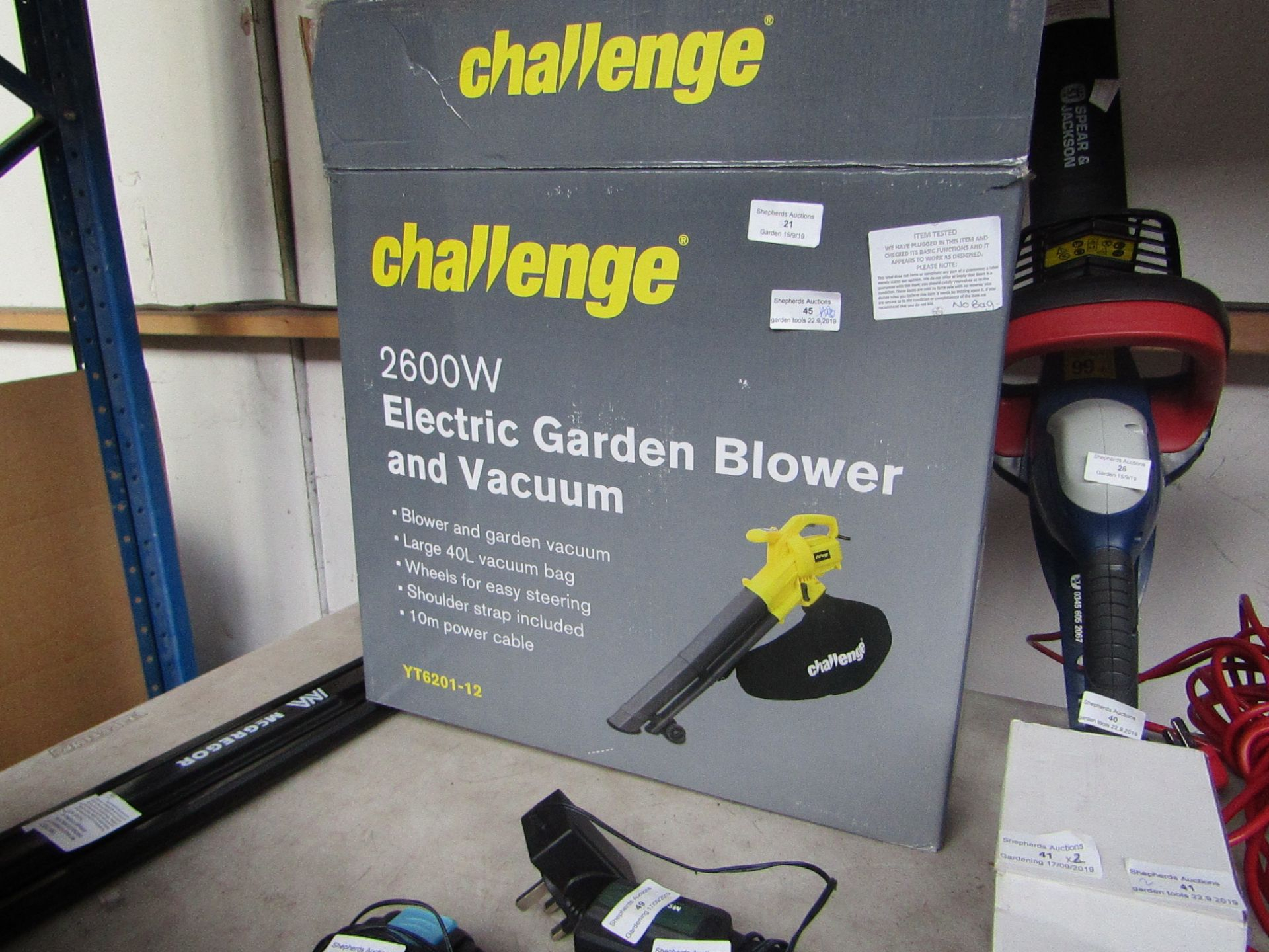 Lotto 45 - Challenge Electric Garden Blower/Vac, tested working and Boxed, RRP œ40