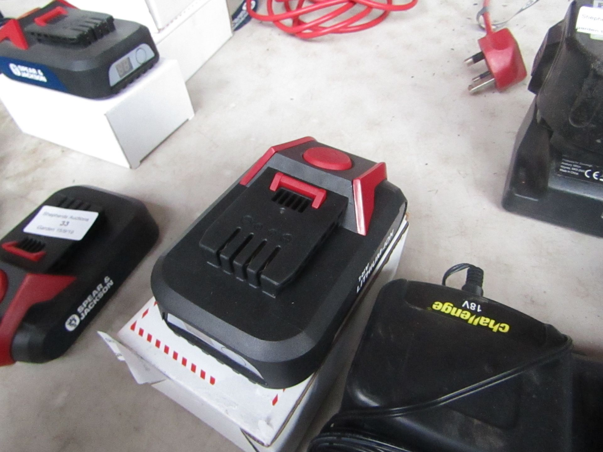 Lotto 55 - Spear and Jackson 18V Battery, tested working when attached to a Power tool.
